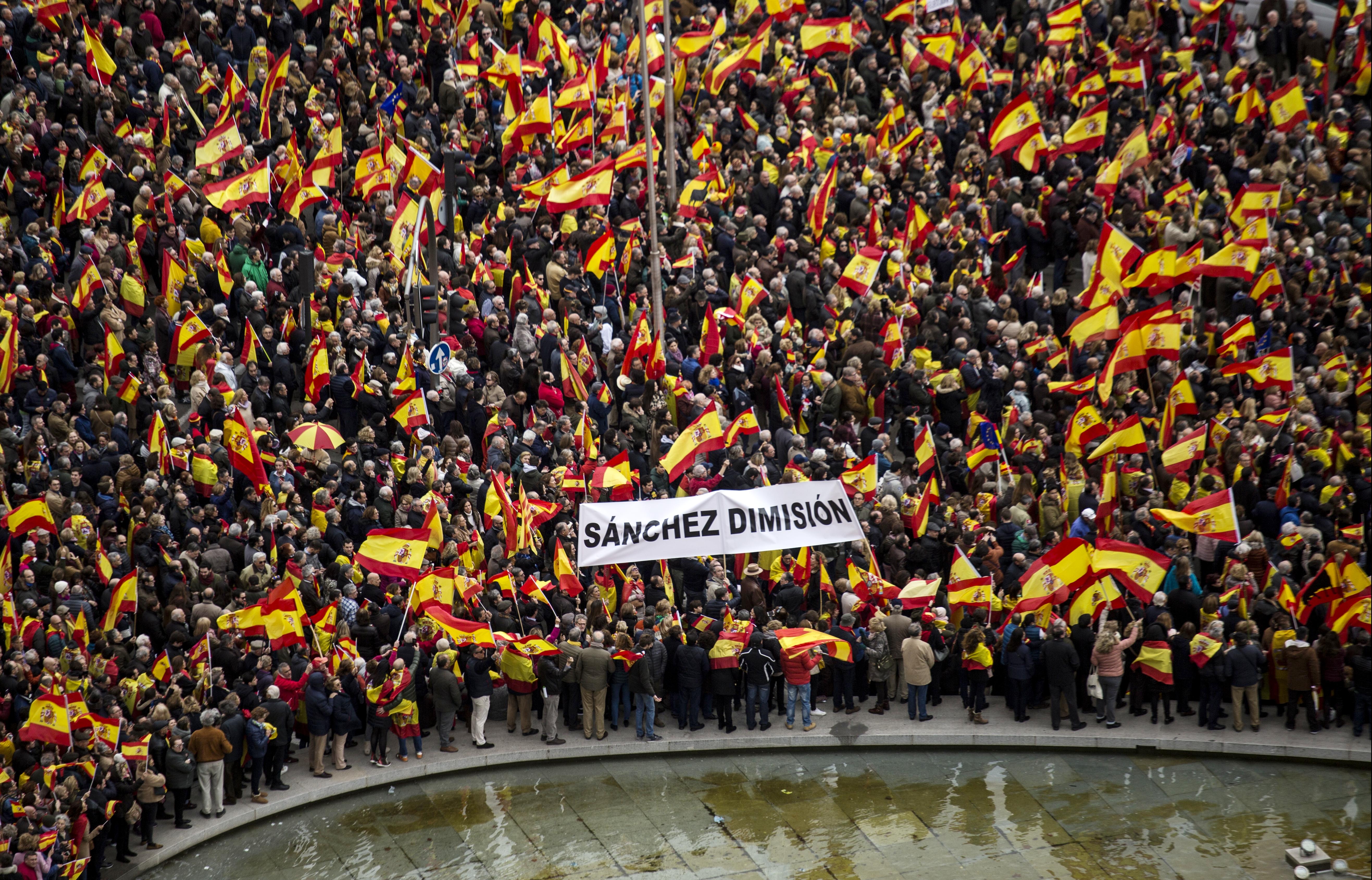 Több tízezren követelték új választások kiírását Madridban