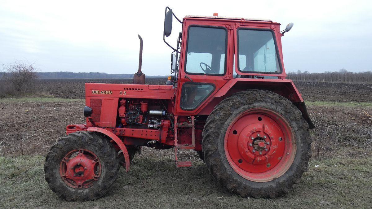 Egy szamosszegi férfi nem bírt hazagyalogolni a buliból, elfáradt, ezért elkötött egy traktort, hogy a kerítésen áthajtva hazatöfögjön vele