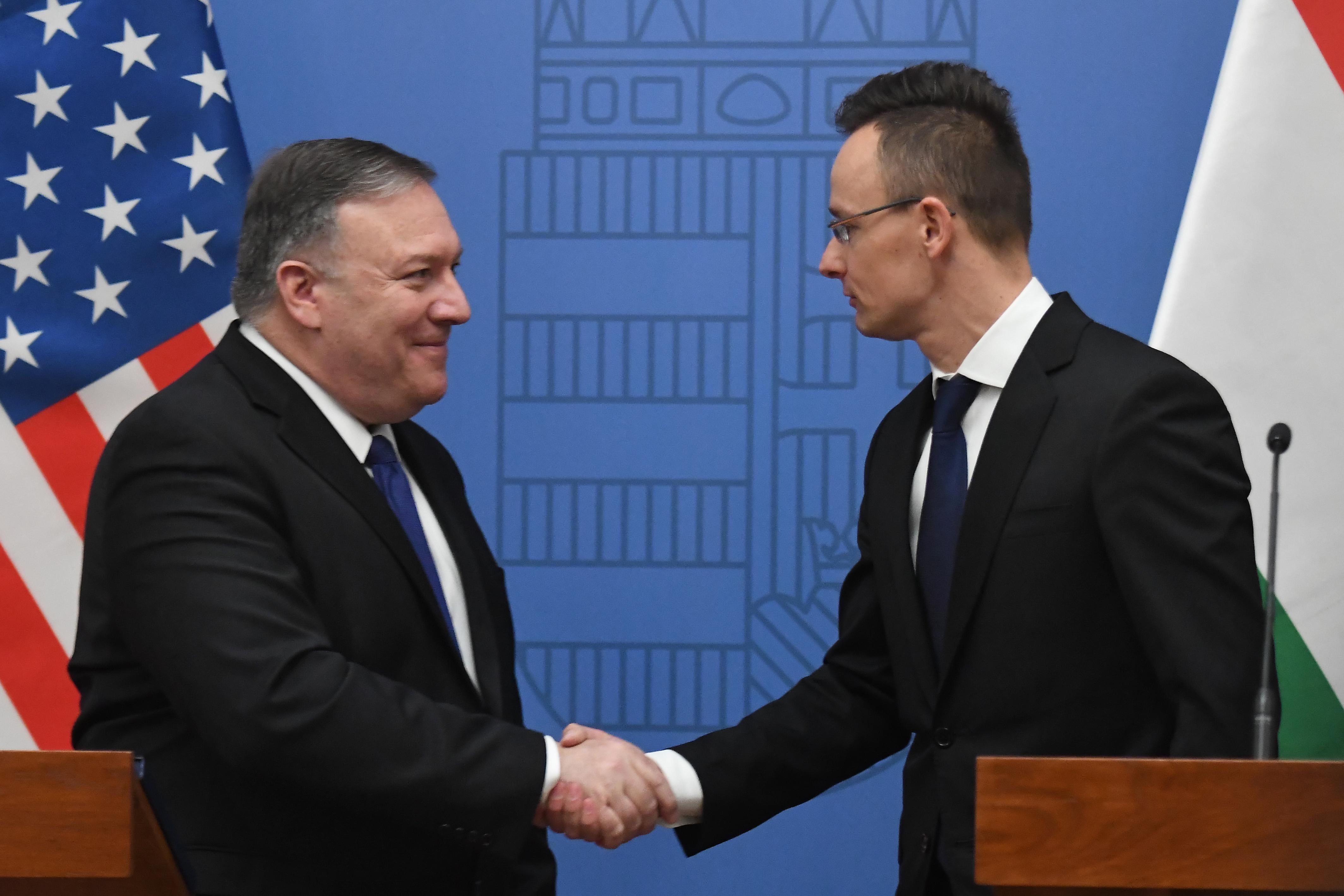Orbán enged az USA-nak, de ő is kiharcolt valamit a katonai megállapodás tervezete szerint