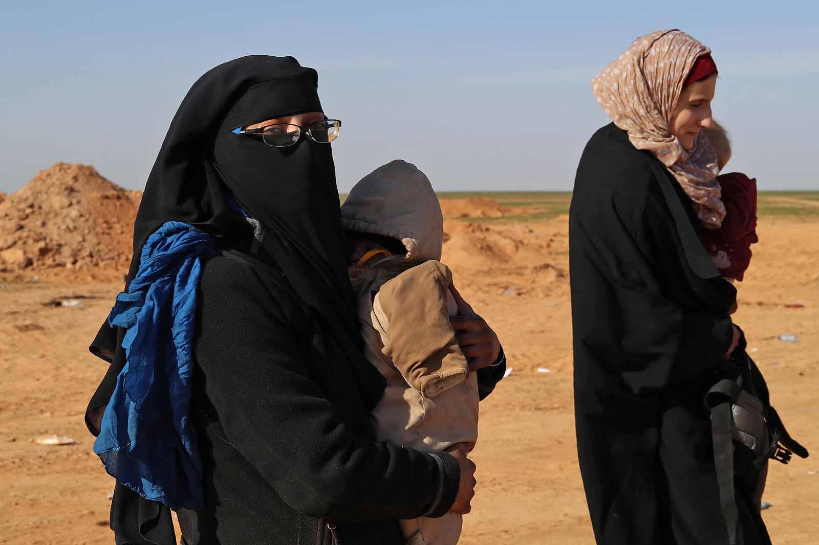 Belgium hat nőt és tíz gyereket fogad vissza a szíriai dzsihadista táborokból