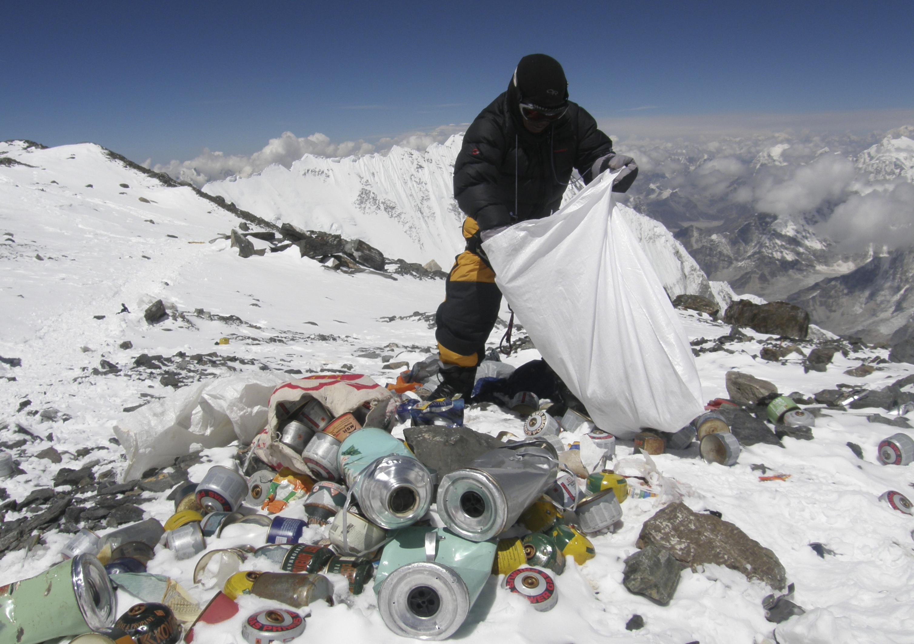 Kína kitiltotta a turistákat Mount Everesten lévő alaptáborból