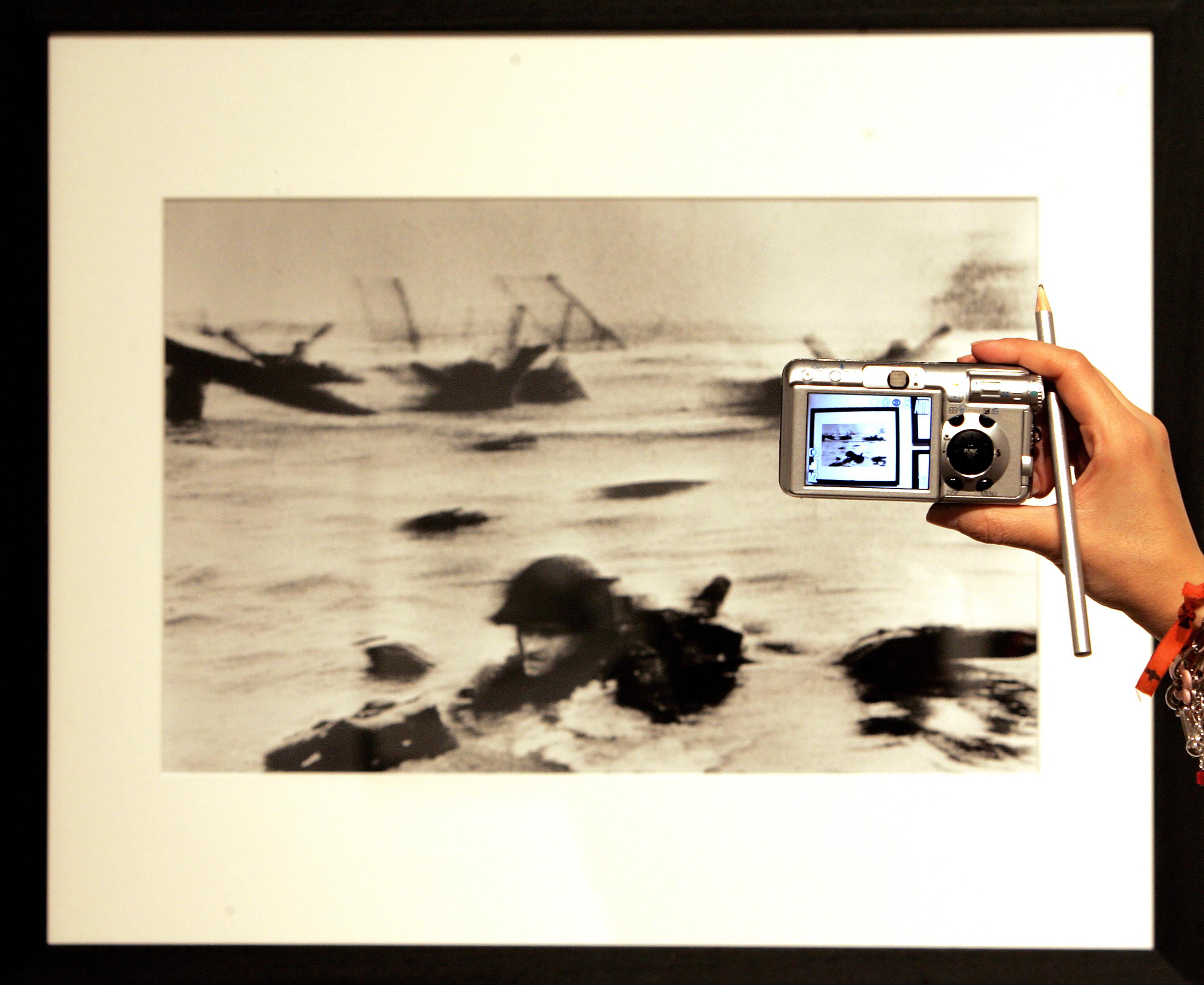 Nagyon úgy tűnik, hogy Robert Capa hazudott a normandiai partraszállásról készített fotóiról