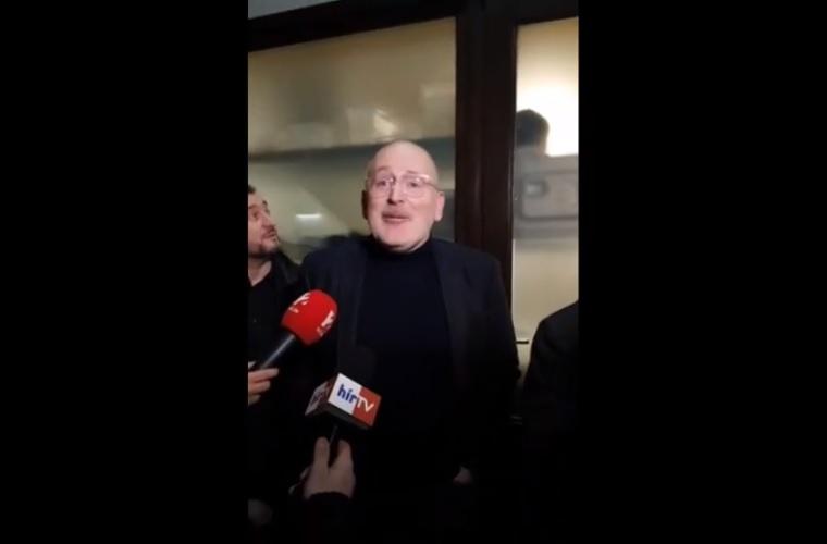 """""""No Fidesz, I am the people!"""" – rohanta le a Vadhajtások az Európai Bizottság alelnökét"""
