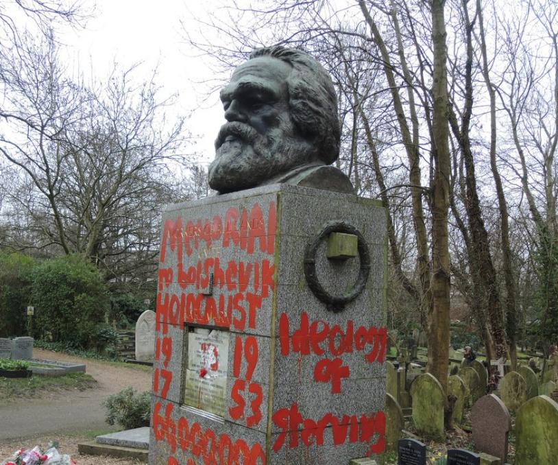 Két hét alatt másodszor rongálták meg Karl Marx londoni sírhelyét