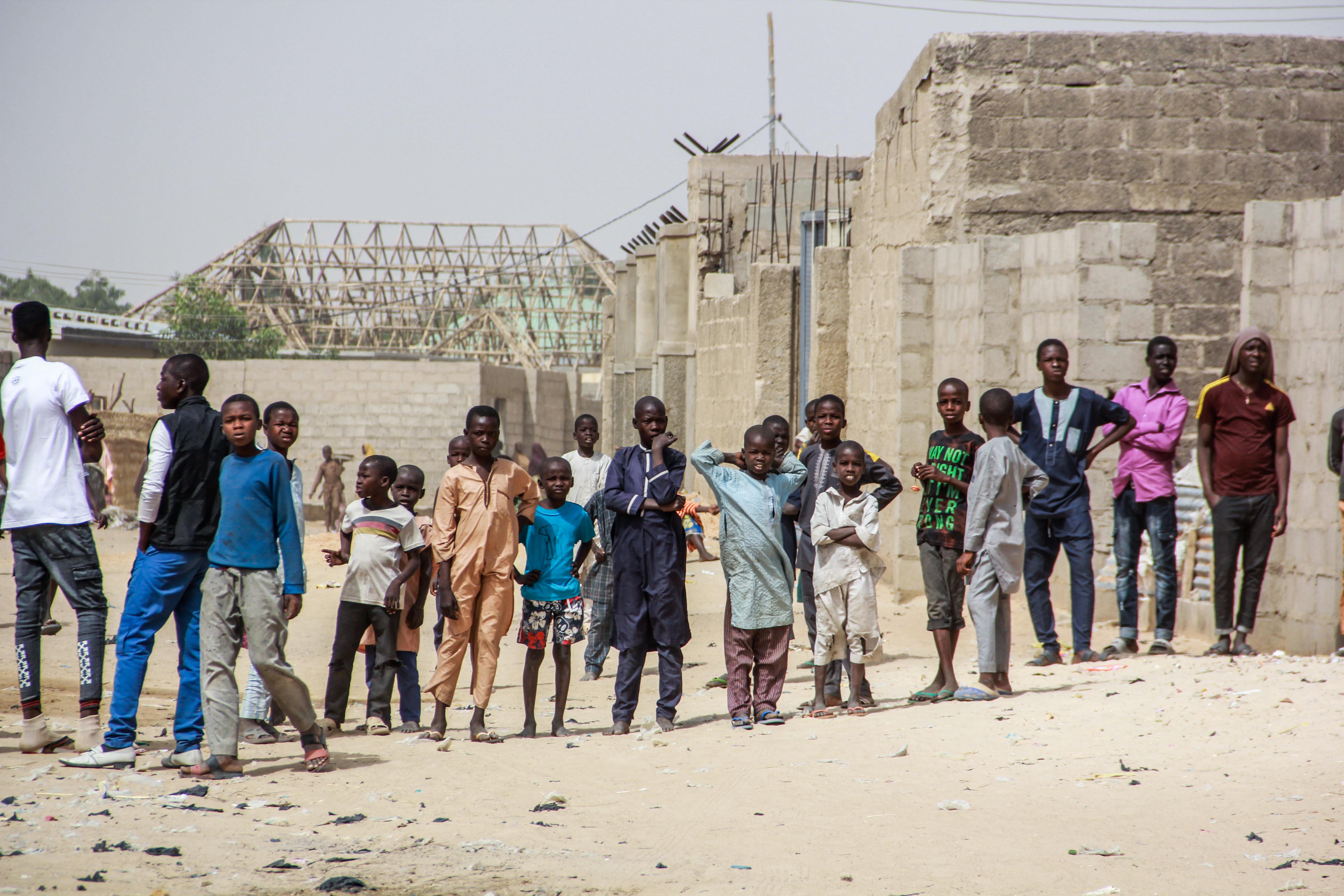 983, terrorgyanú alól tisztázott civilt engedtek szabadon Nigériában