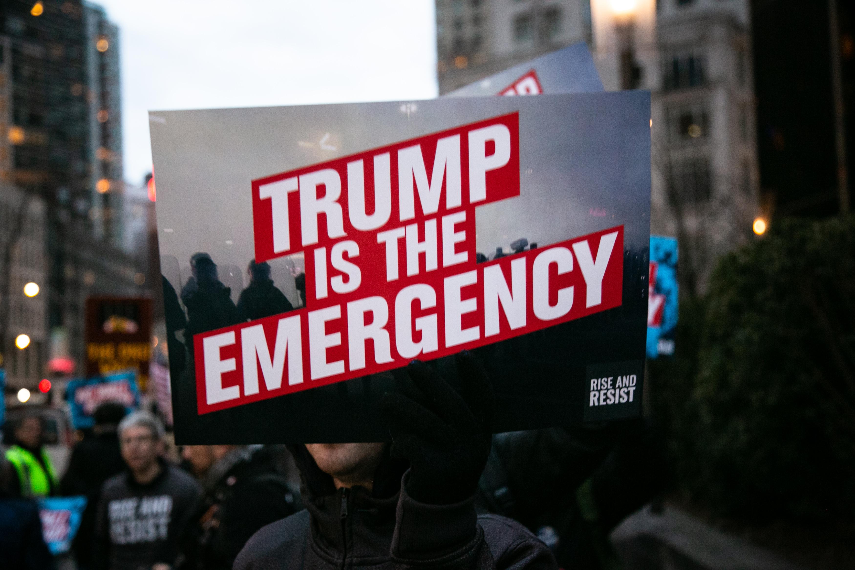 16 amerikai állam beperelte Trumpot a rendkívüli állapot kihirdetése miatt