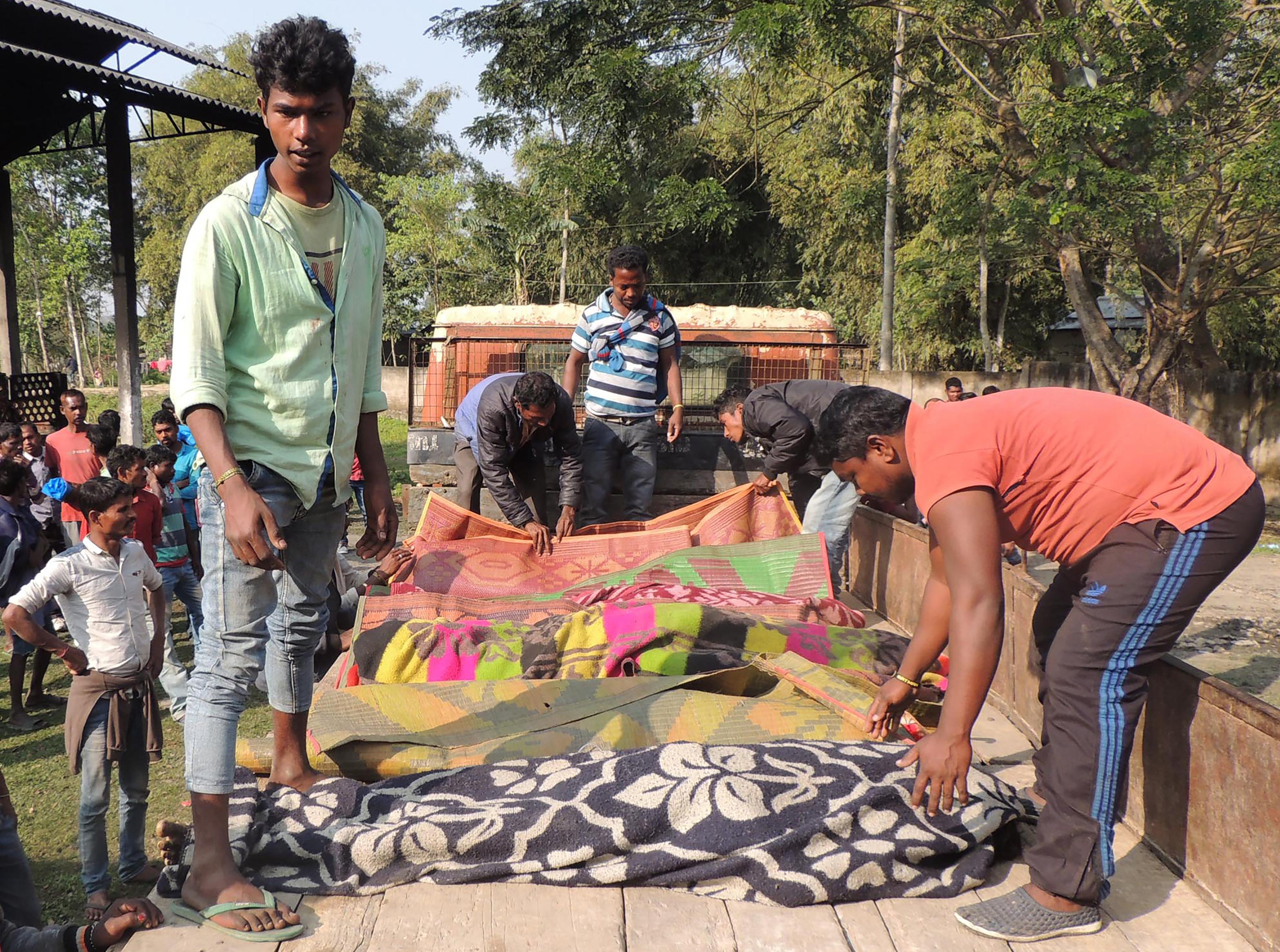 Indiában 84 ember halt meg illegálisan főzött pálinka miatt