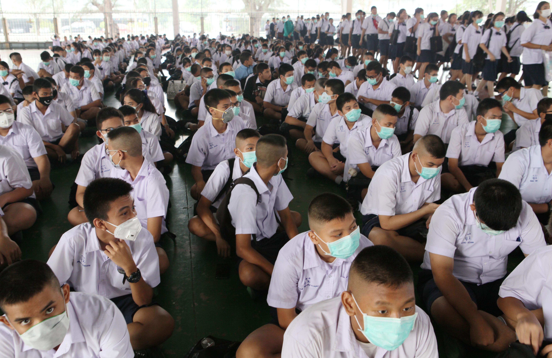 Részeg férfiak támadtak egy középiskolára Thaiföldön