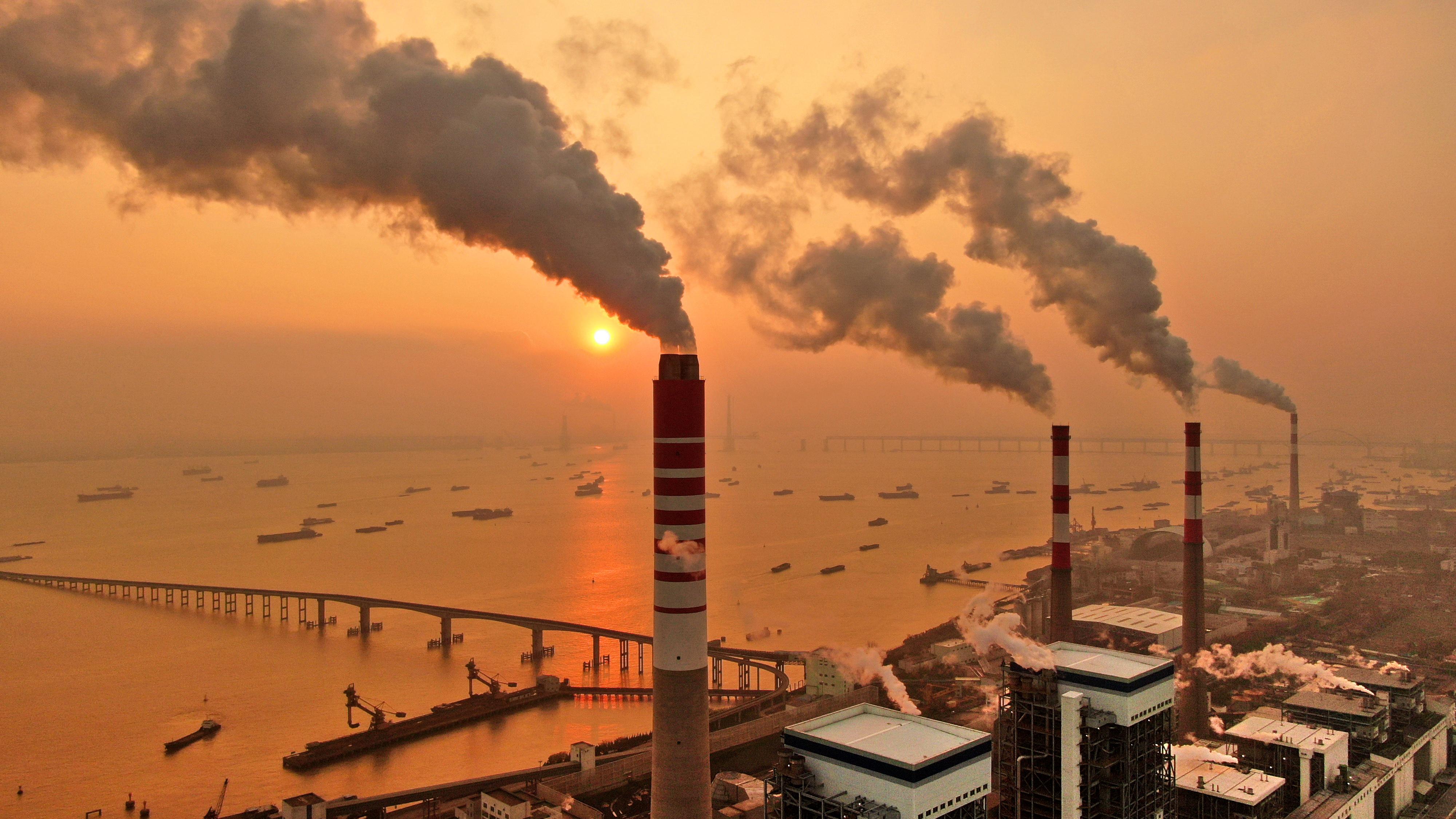 Hatodával csökkent a bolygó szén-dioxid-kibocsátása a karanténintézkedések csúcsán