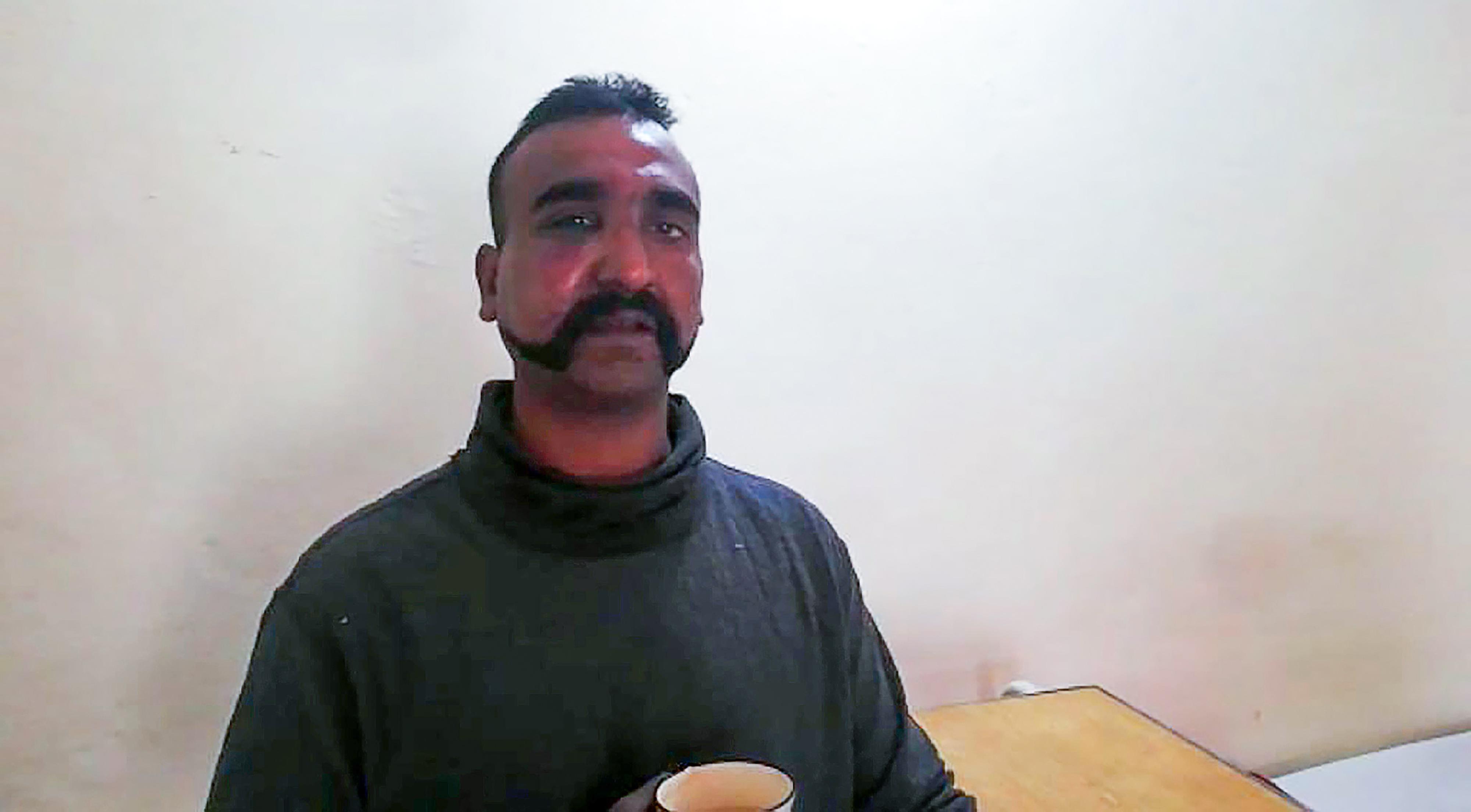 Pakisztán elengedi az indiai pilótát