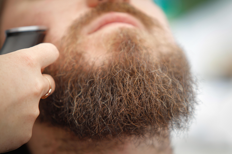 A holland bíróság visszautasította annak a muszlim férfinak a panaszát, akinek le kellett volna vágnia a szakállát, hogy megkapjon egy állást