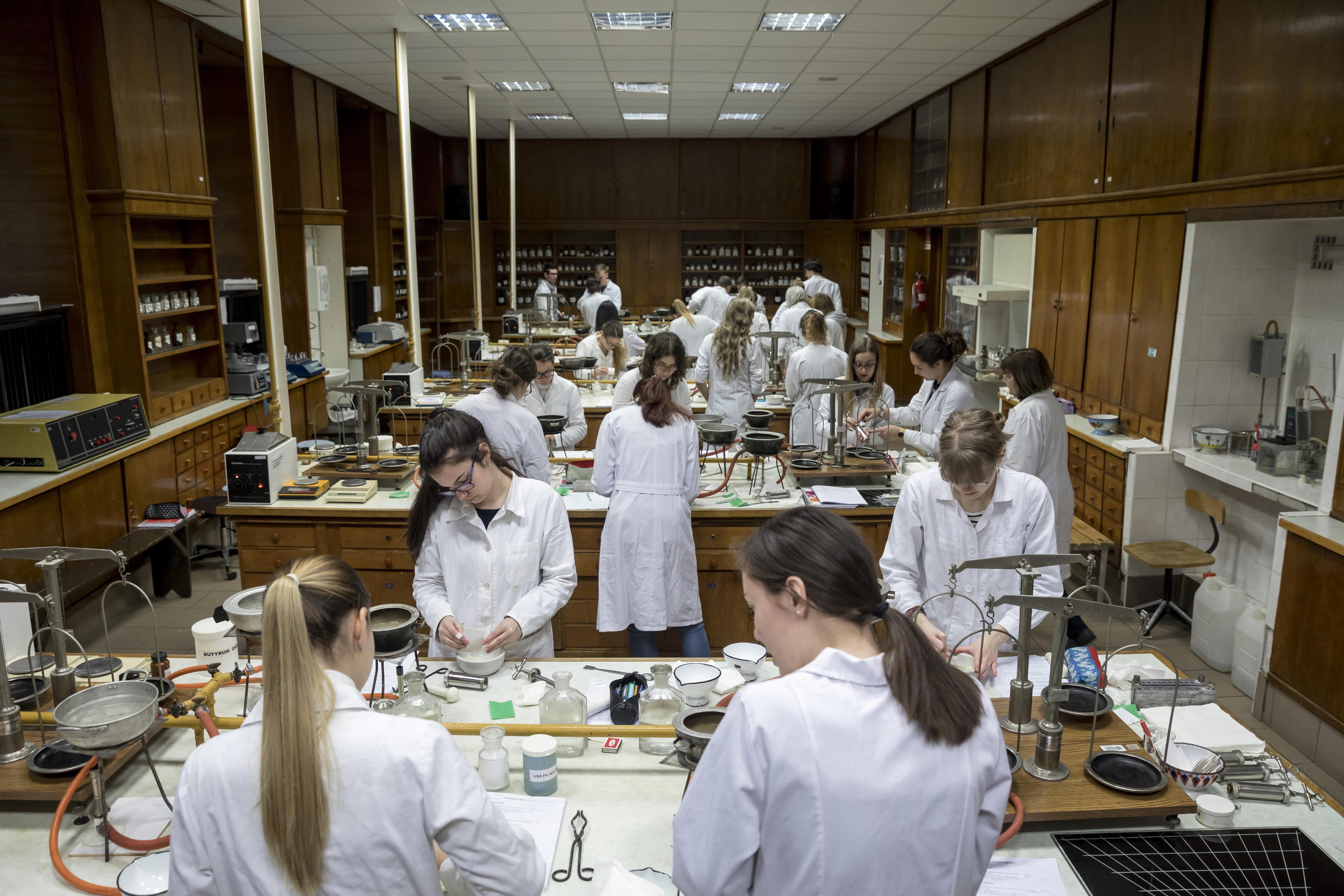Jövő héttől kötelezően rendelik ki az orvoshallgatókat az Országos Mentőszolgálathoz
