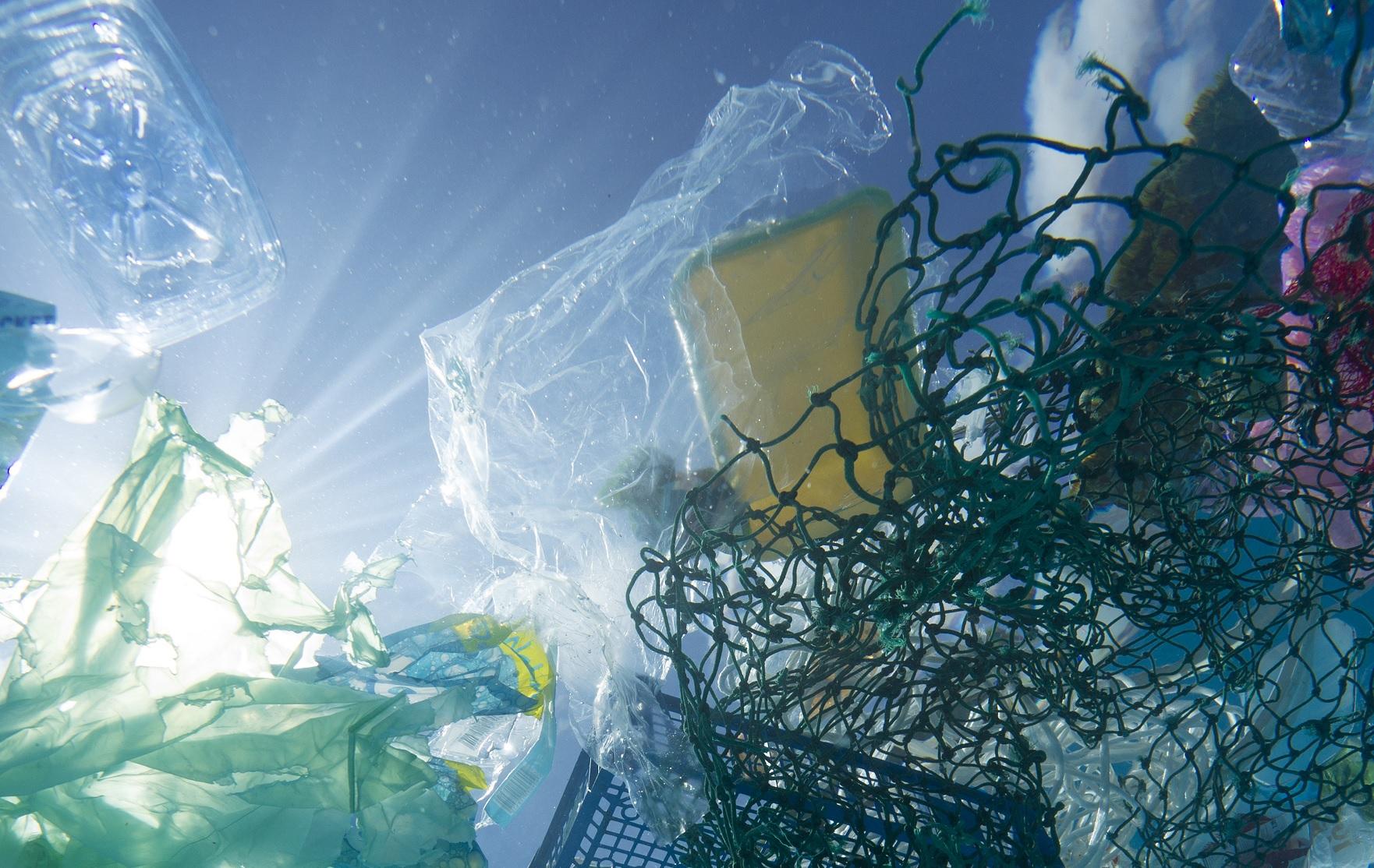 Palkovics szerint a jövő nyártól tilthatnak be egyes egyszer használatos műanyagokat