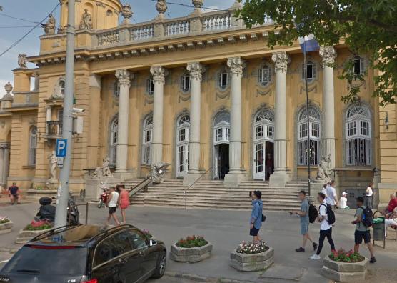 Lezárták a Széchenyi fürdő környékét
