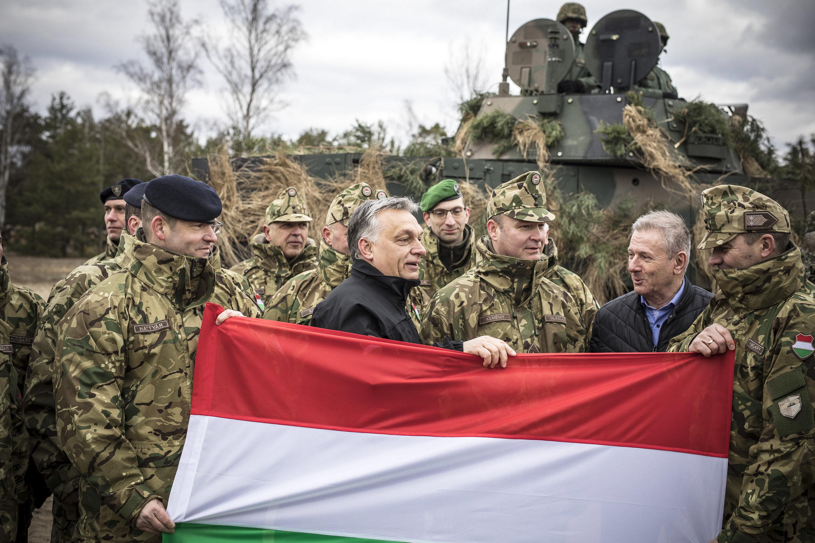 Benkő Tibor: Ha kell, azonnal kivonják a magyar kontingenst Irakból