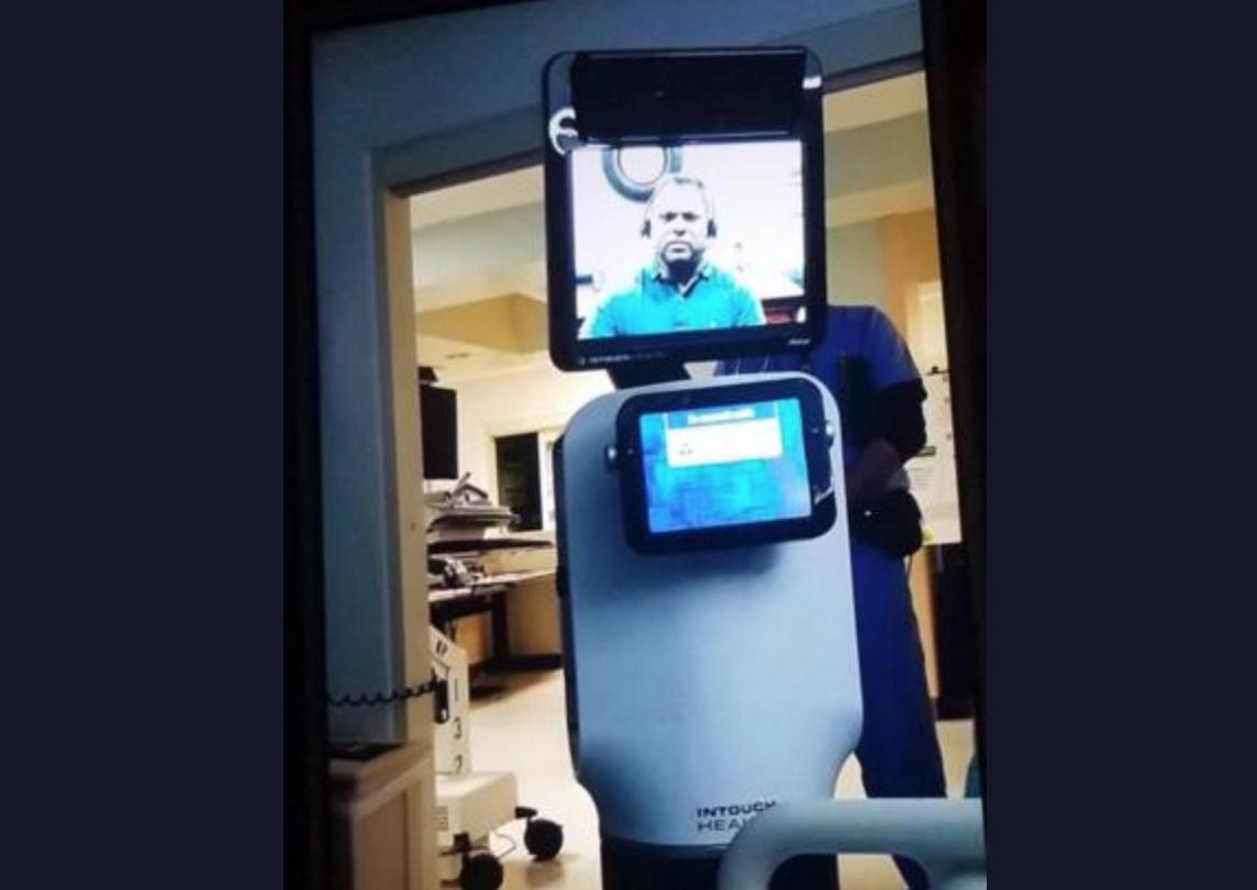 Kórházi roboton üzente meg az orvos a betegnek, hogy nincs sok hátra