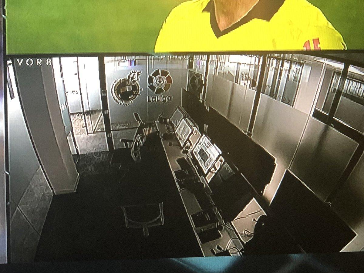 A Real meccsén egy vitás esetnél kapcsolták a VAR-szobát, de nem volt benne senki