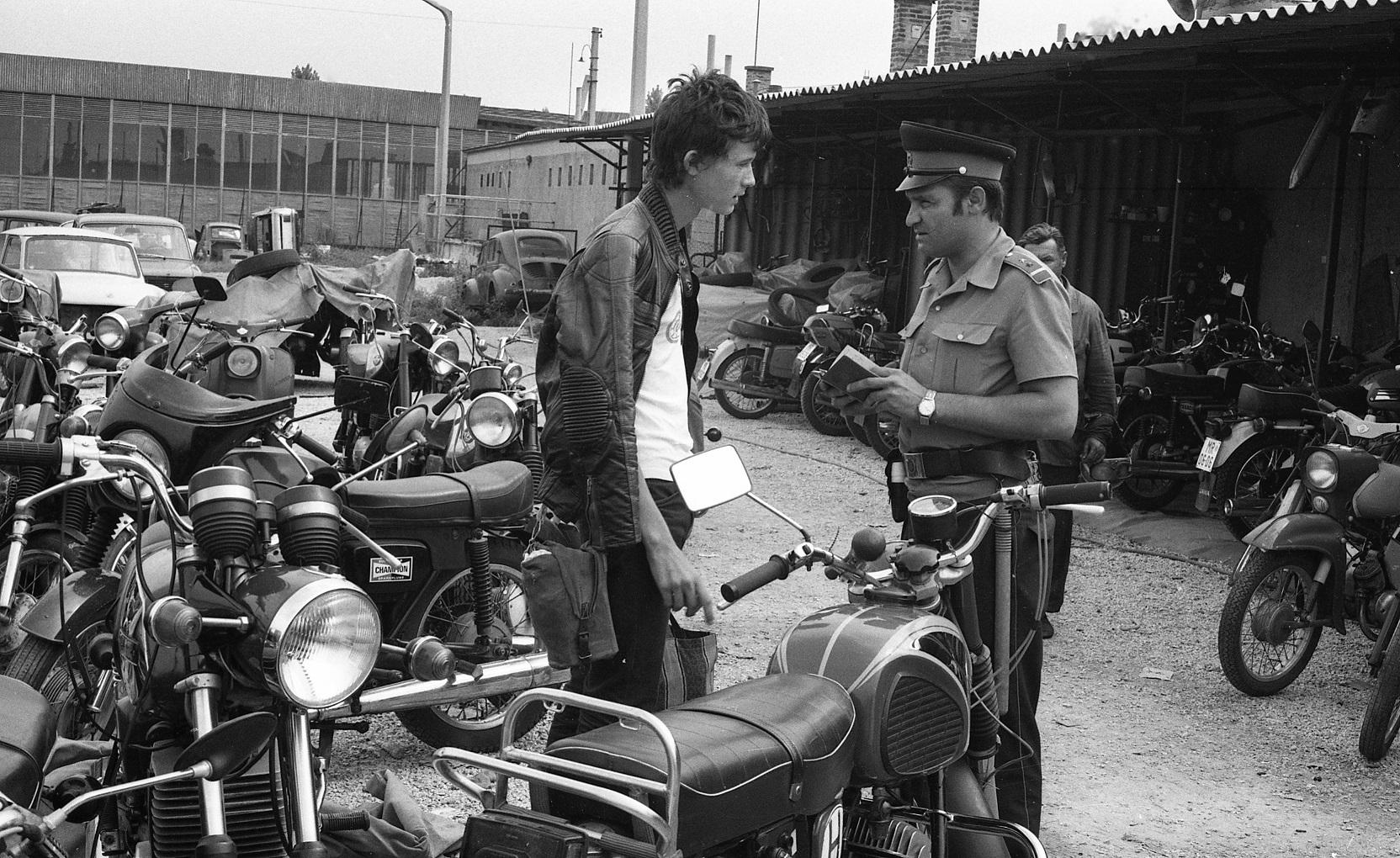 A magyar motorszerelő gépjármű-technikusi végzettsége az osztrákoknak jó volt, itthon viszont OKJ-s motorszerelő tanfolyamra akarták küldeni