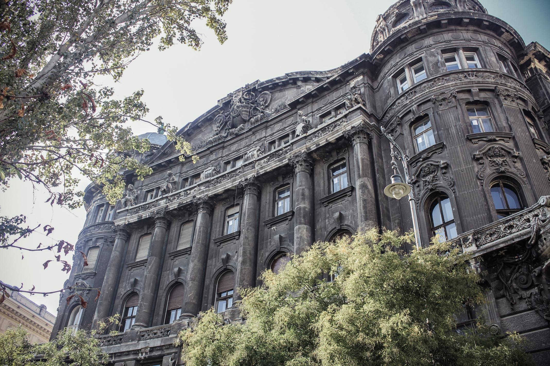 Tiborczék renoválják a Szabadság téri Adria-palotát