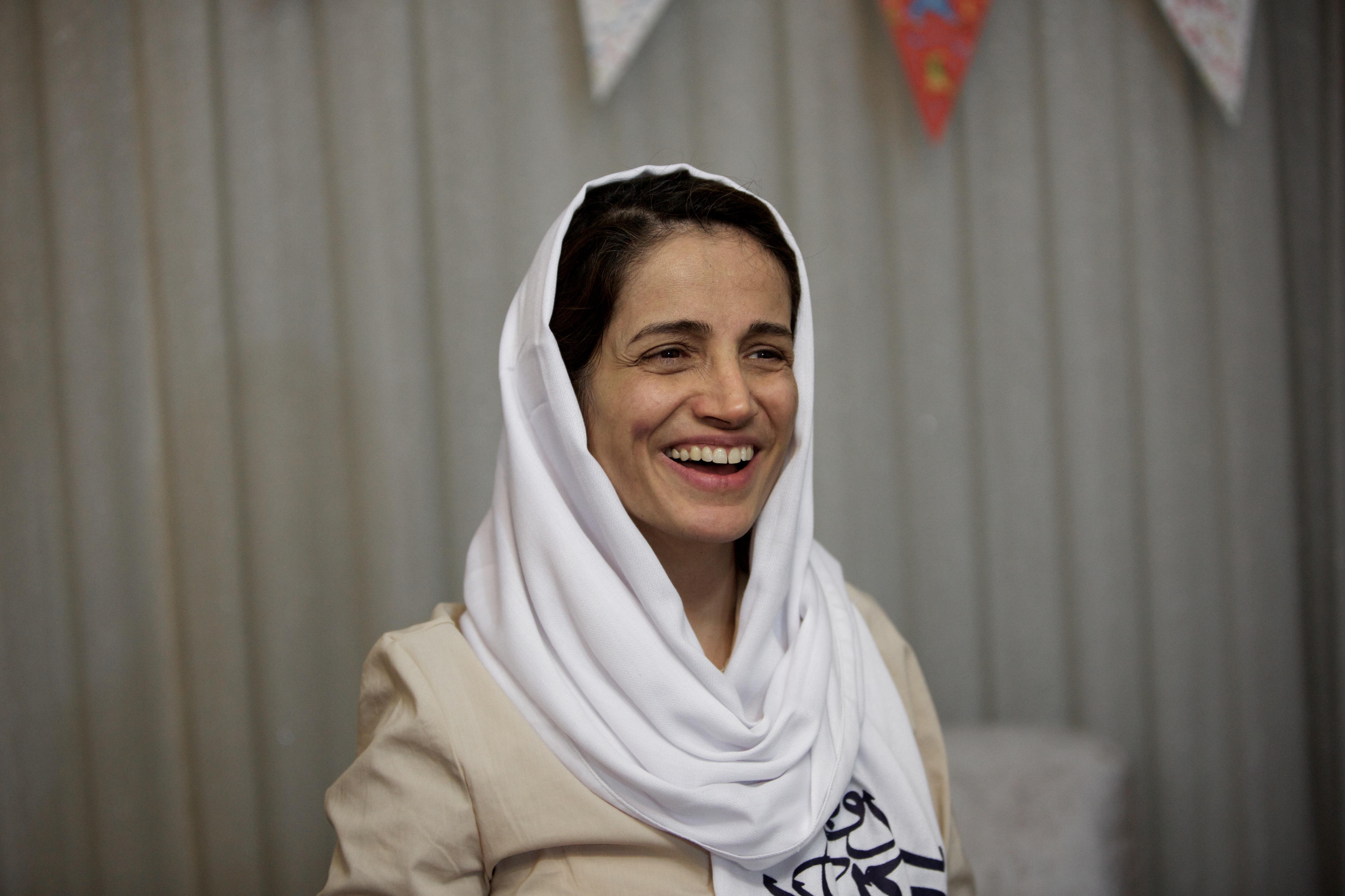 Az 50 napos éhségsztrájk és a Covid-19 miatt megromlott egészsége ellenére vissza kell mennie a börtönbe Naszrin Szotudehnek