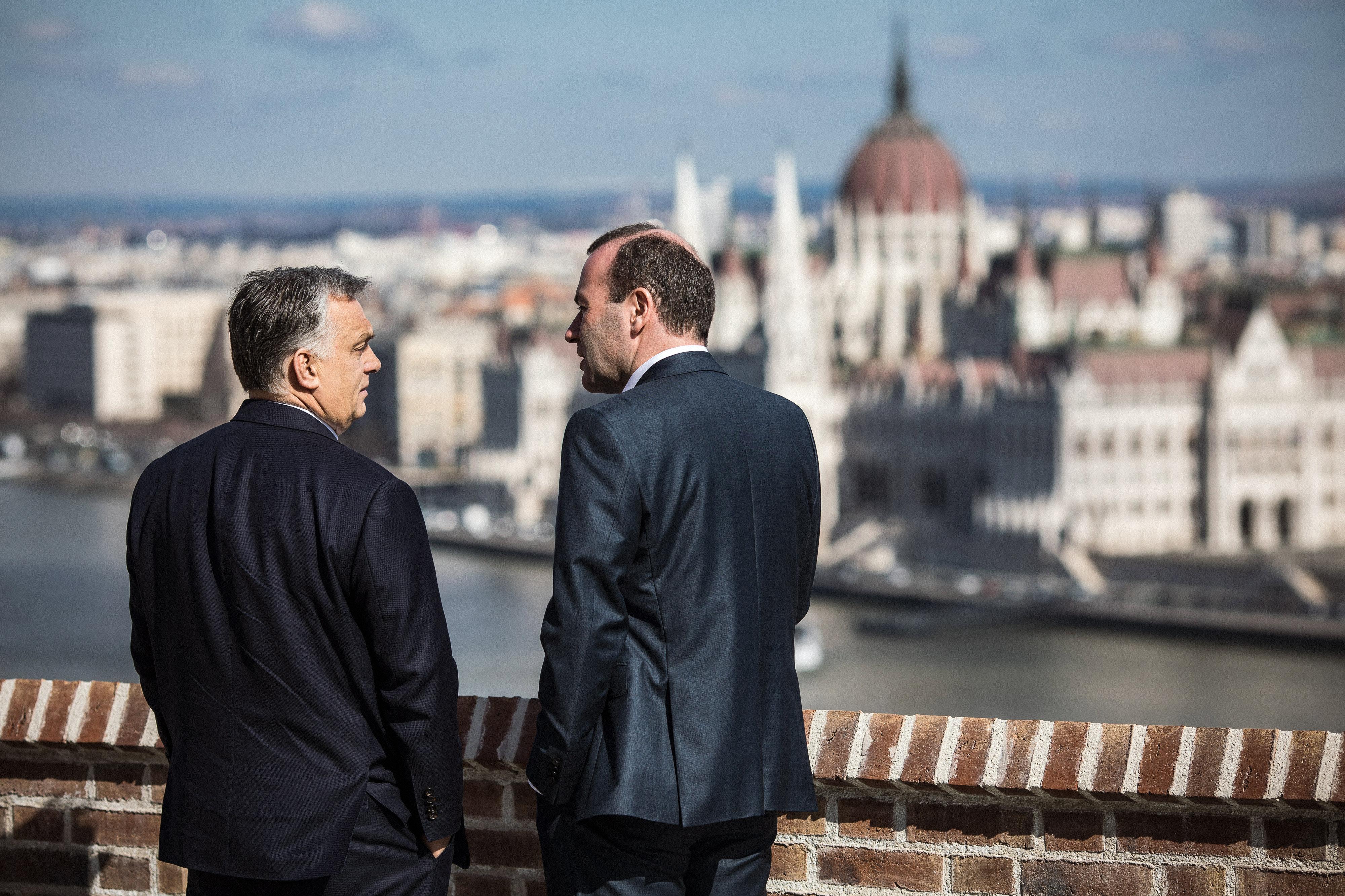 Orbán jelezte a Néppártnak, hogy kilép a Fidesz, ha elfogadják a módosítást, ami alapján kizárhatnák őket