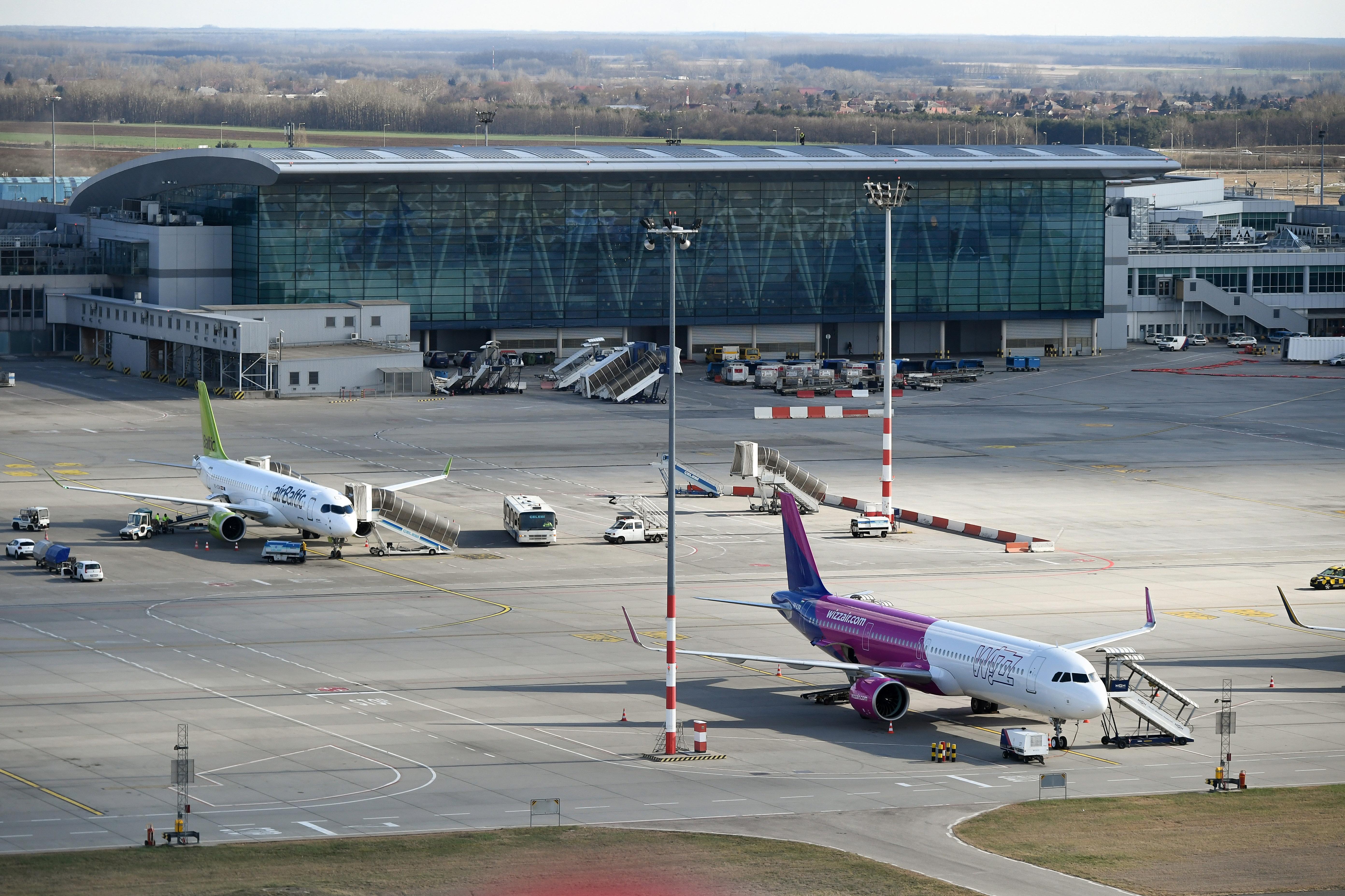 A Wizz Air Budapestre hozta, aztán Röszkére vitték az Afganisztánból kimenekített embereket