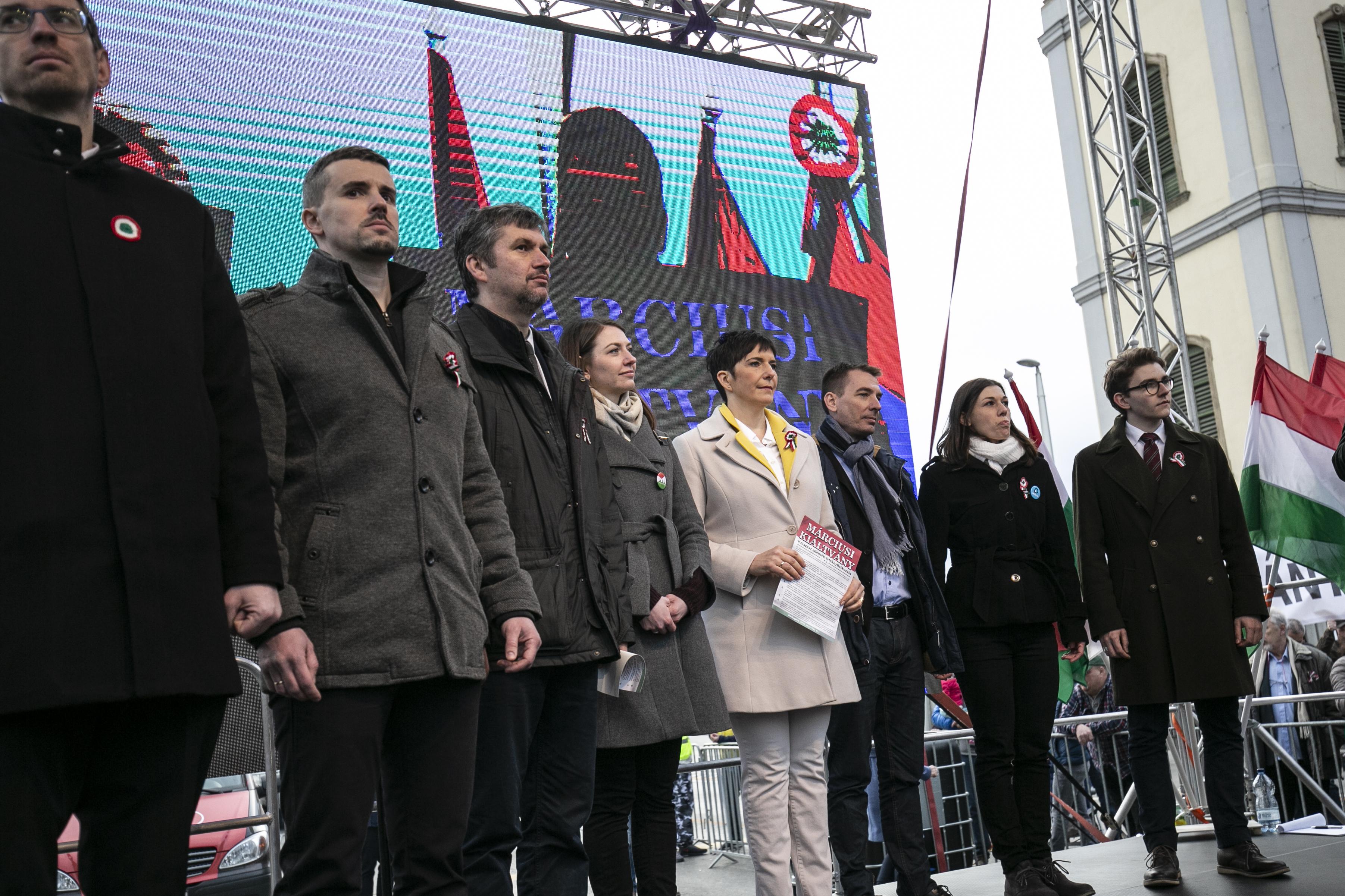 Mind a 106 választókerületben lesz előválasztás, civilek is indulhatnak