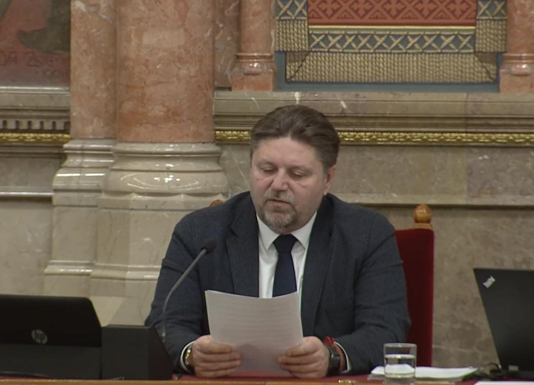 Egyesével büntette meg a 36 ellenzéki képviselőt a Fidesz-KDNP frakciója a decemberi túlóratörvény elleni tiltakozás miatt