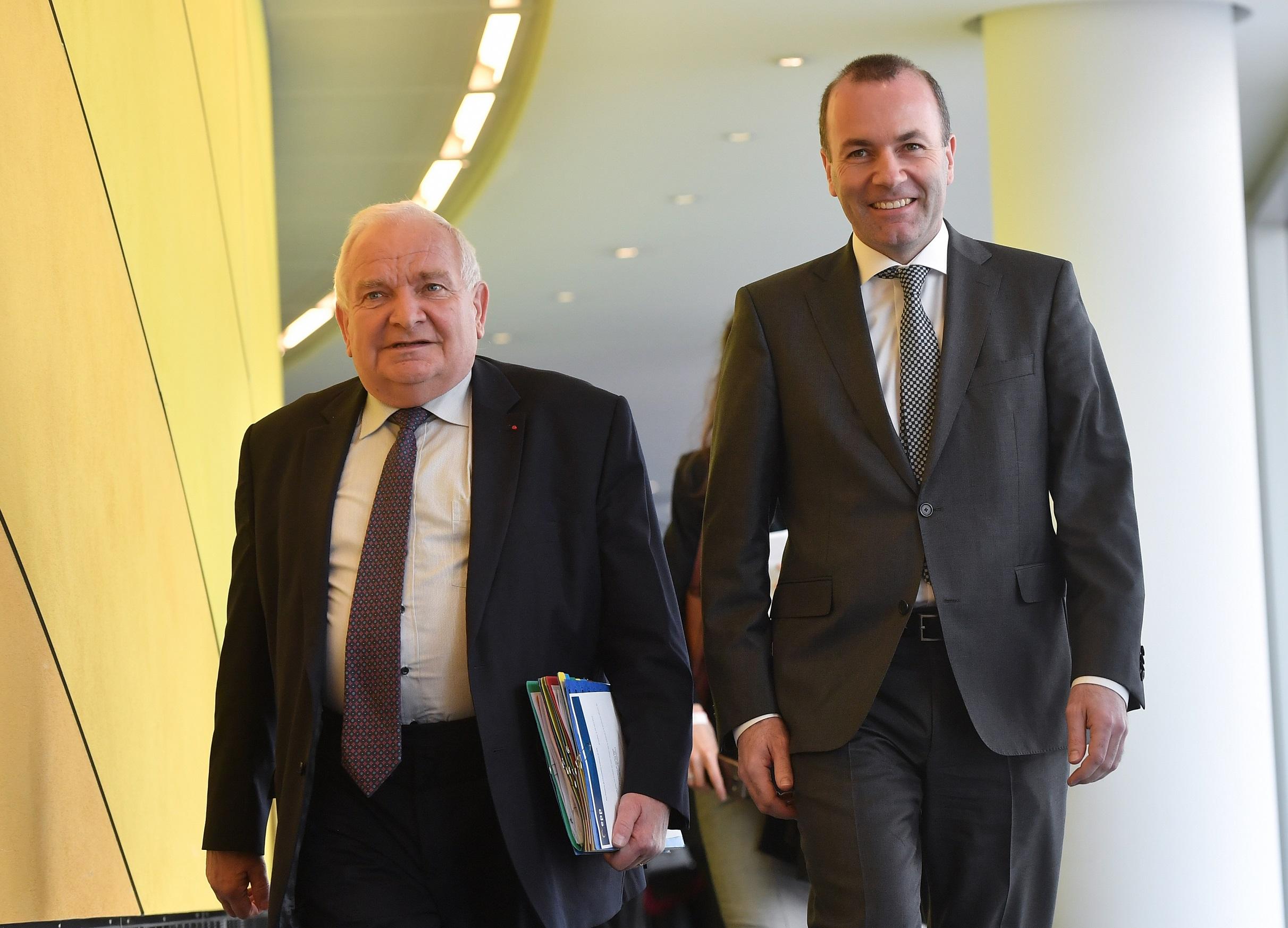 Az Európai Néppárt felfüggesztette a Fideszt