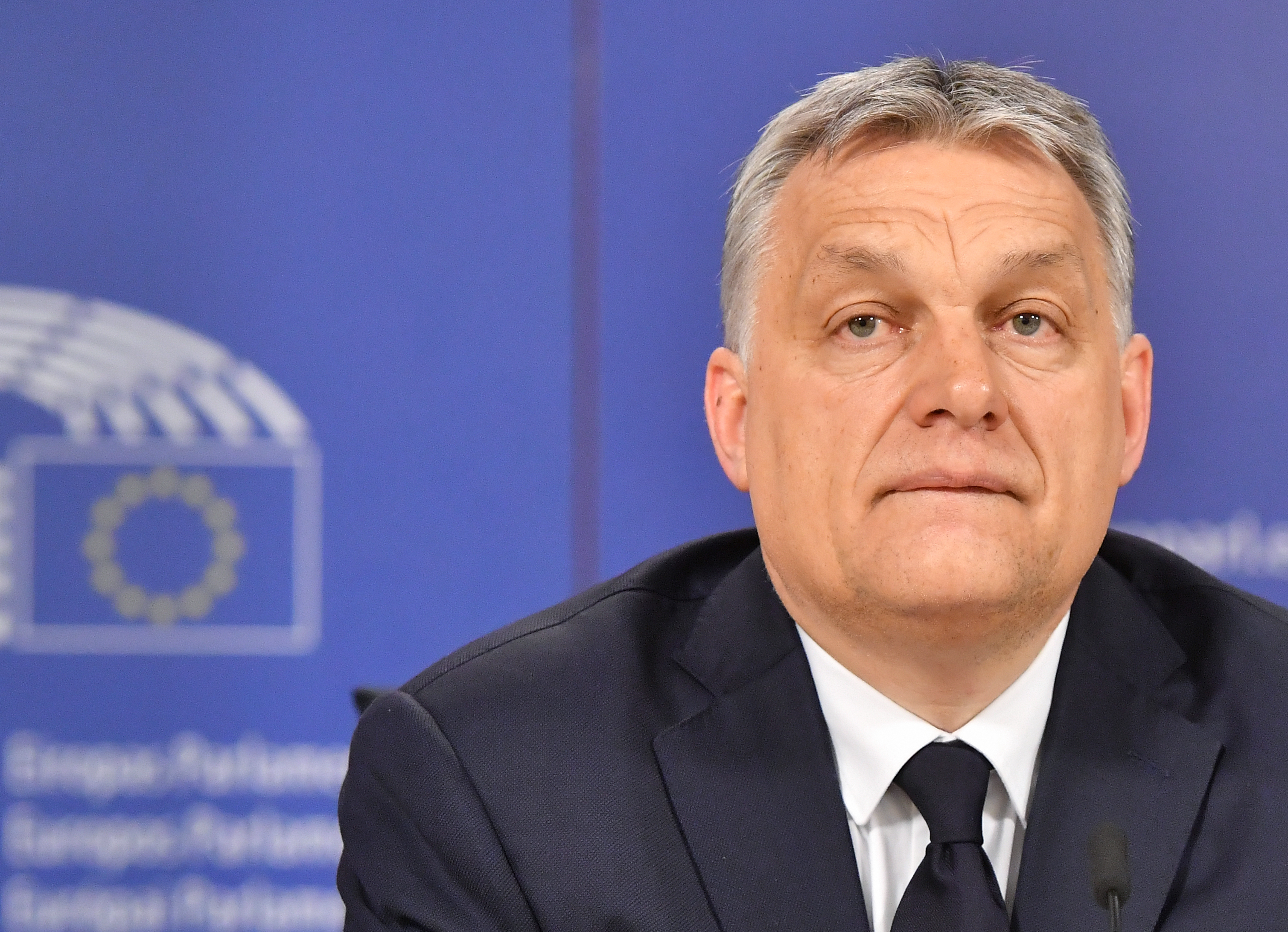 Megbüntette a Fideszt a néppárt, de nyitva hagyták a békülés esélyét
