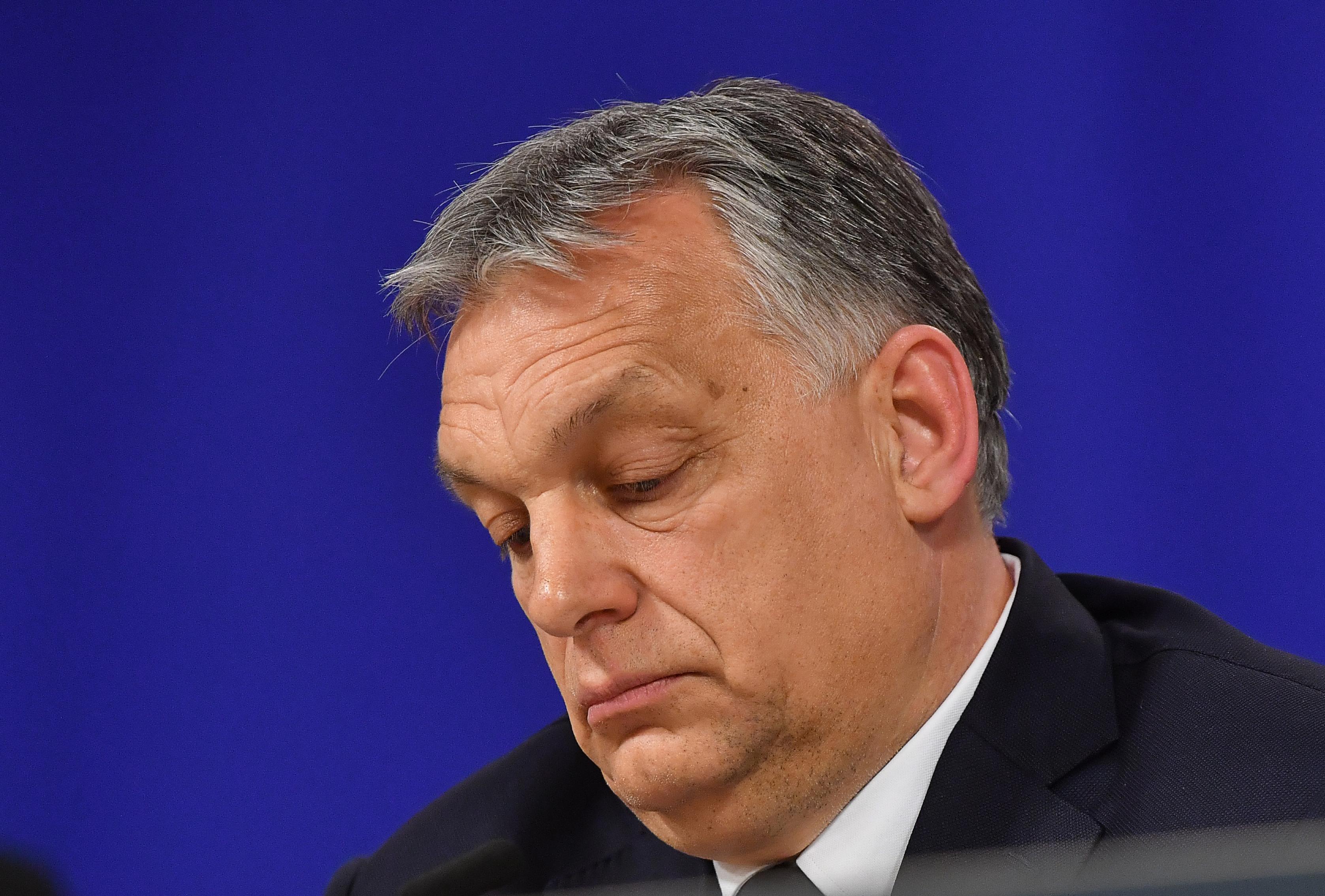 Népszava: a Néppárt is gyorsítaná a magyar kormány elleni eljárást