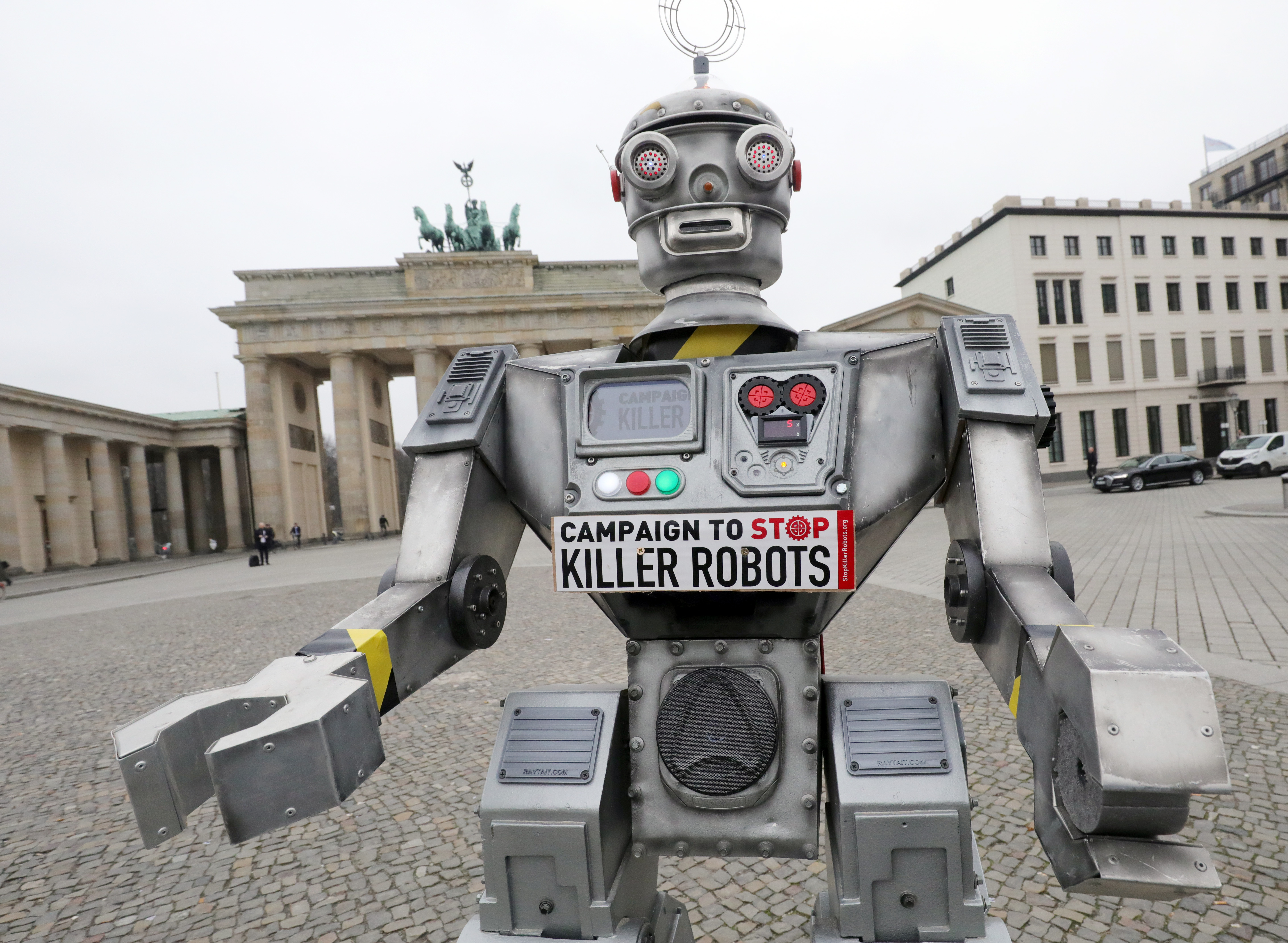 A nyugat-európaiak tartanak a robotoktól, de a negyedük így is inkább rájuk bízná a kormányzást