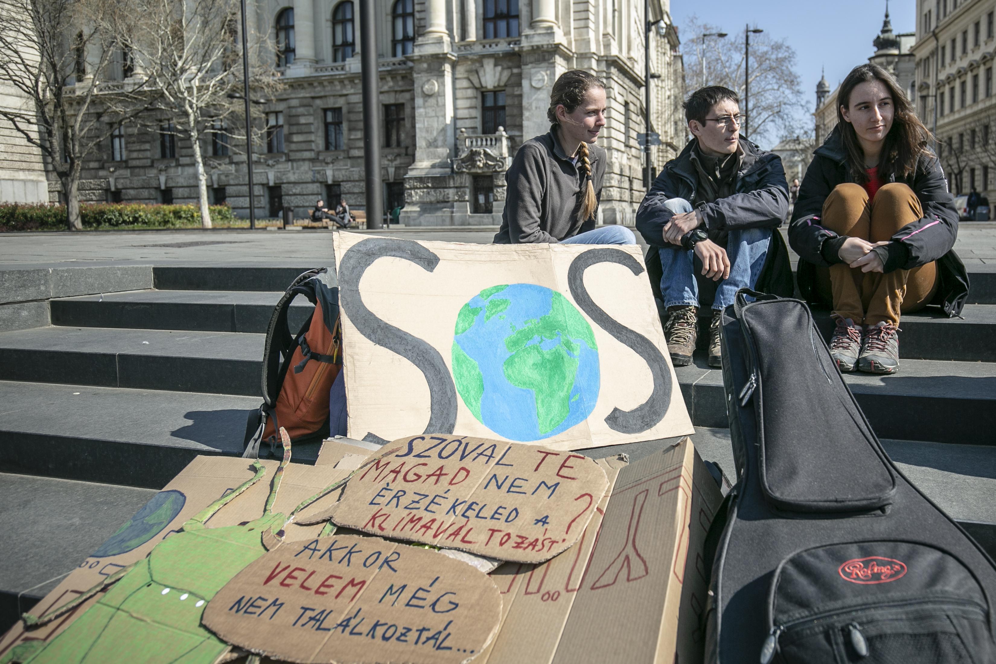 A klímáért tüntető diákok nyílt levélben fordultak a magyar, a német, a cseh és a lengyel kormányhoz