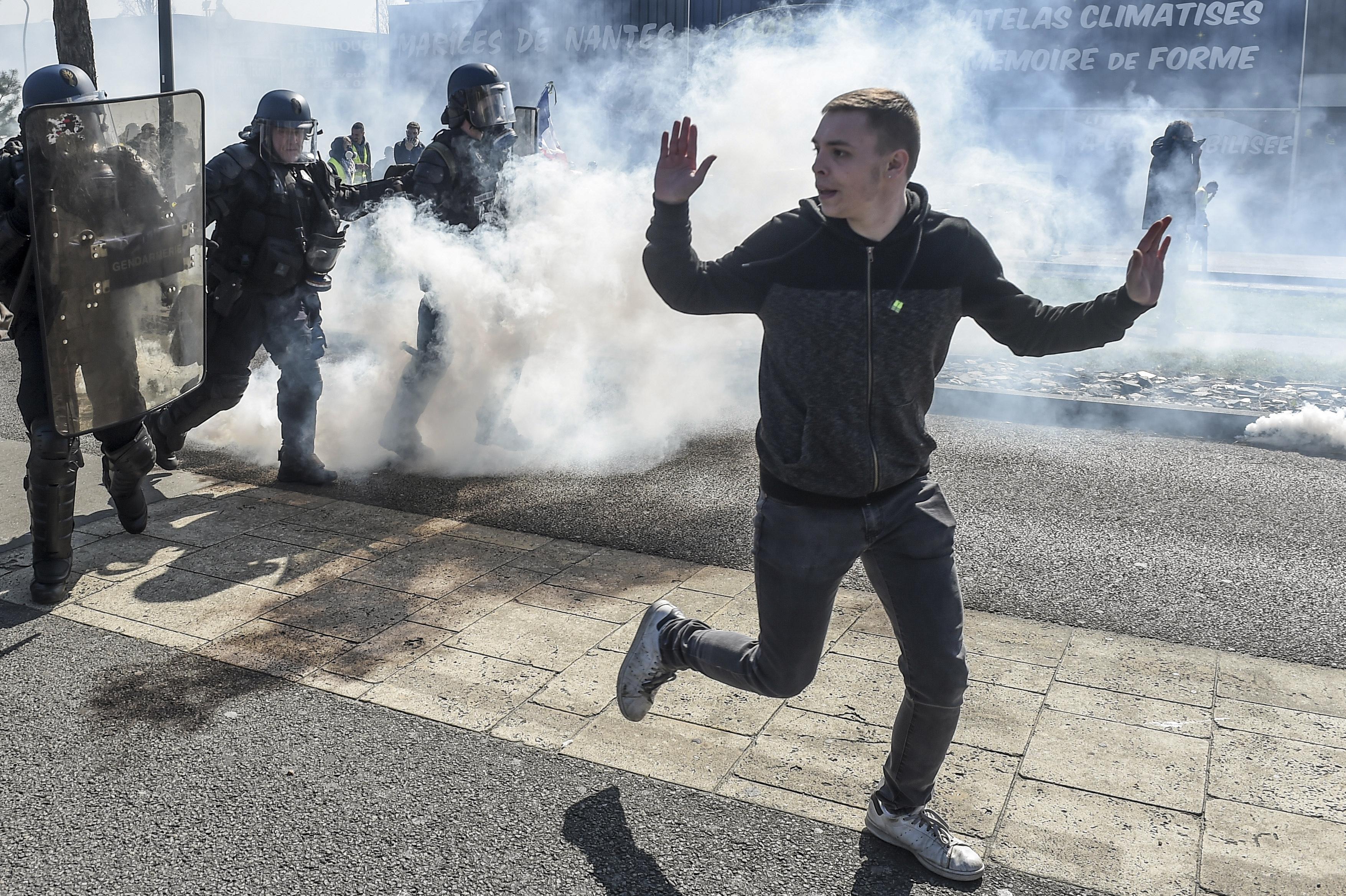 Párizs helyett a vidéki városokban csaptak össze a rendőrökkel a sárgamellényesek