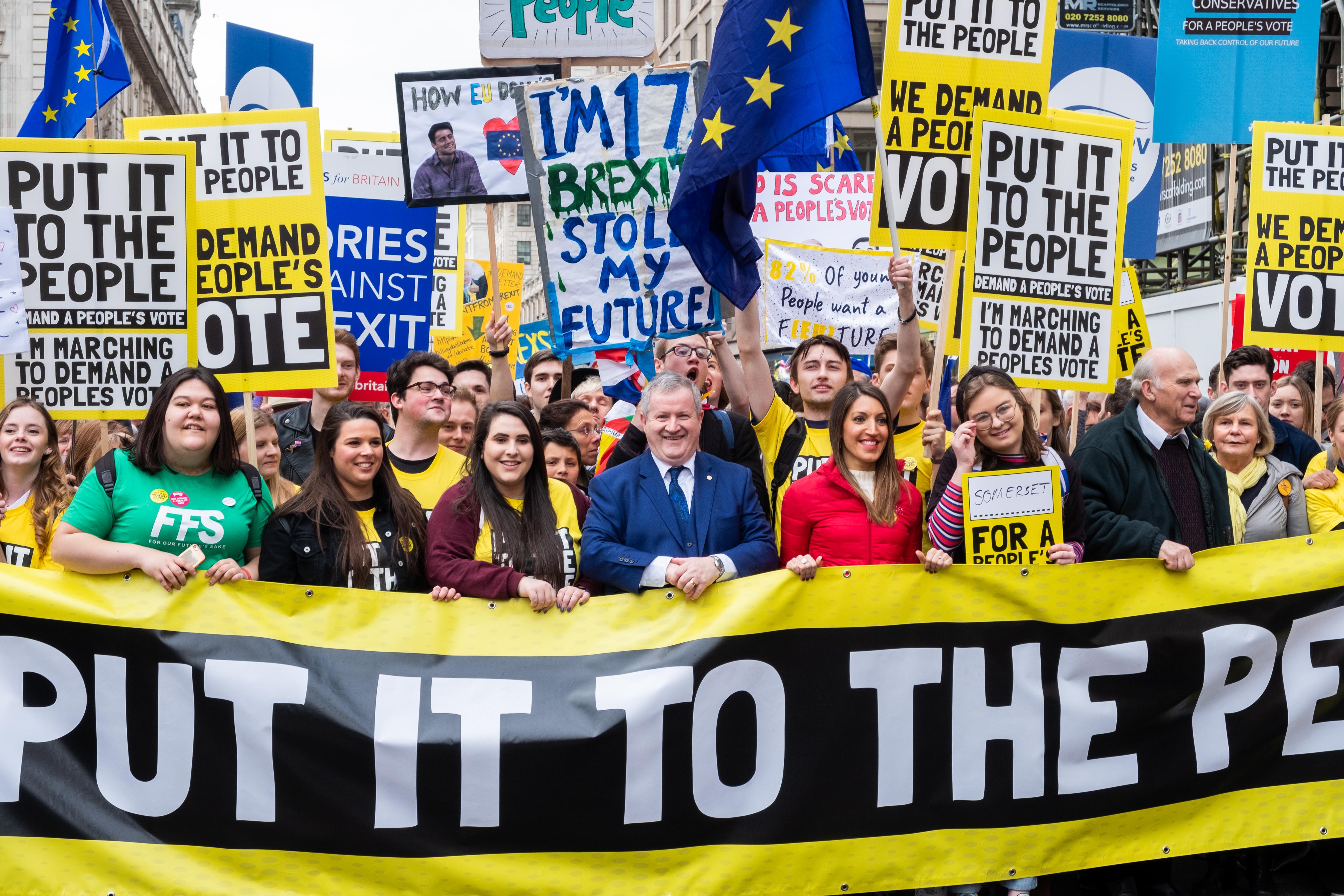 Egymilliónál is többen tiltakoztak a brit történelem egyik legnagyobb tüntetésén a Brexit ellen