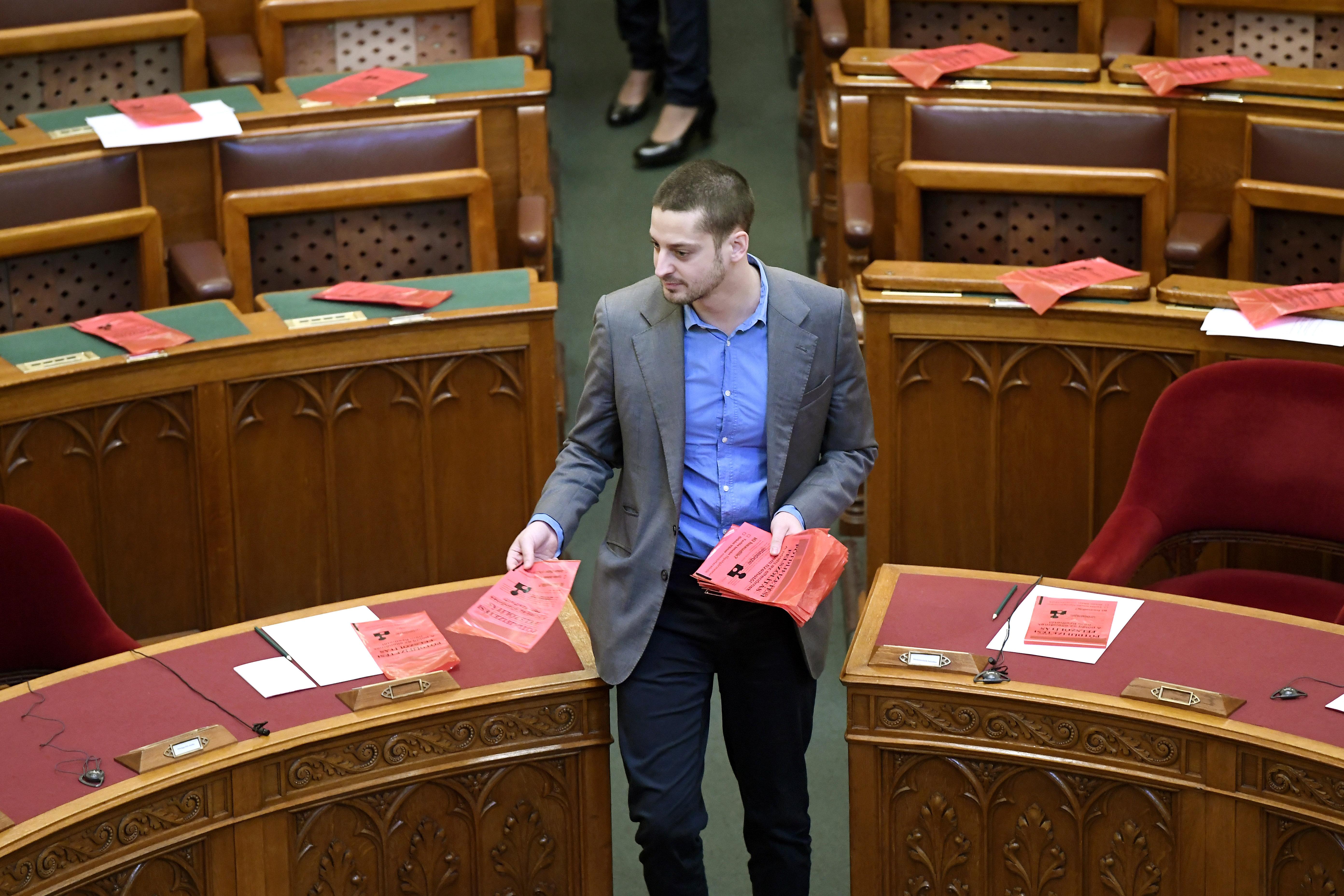 Az LMP parkolási bírságot osztott a Parlamentben