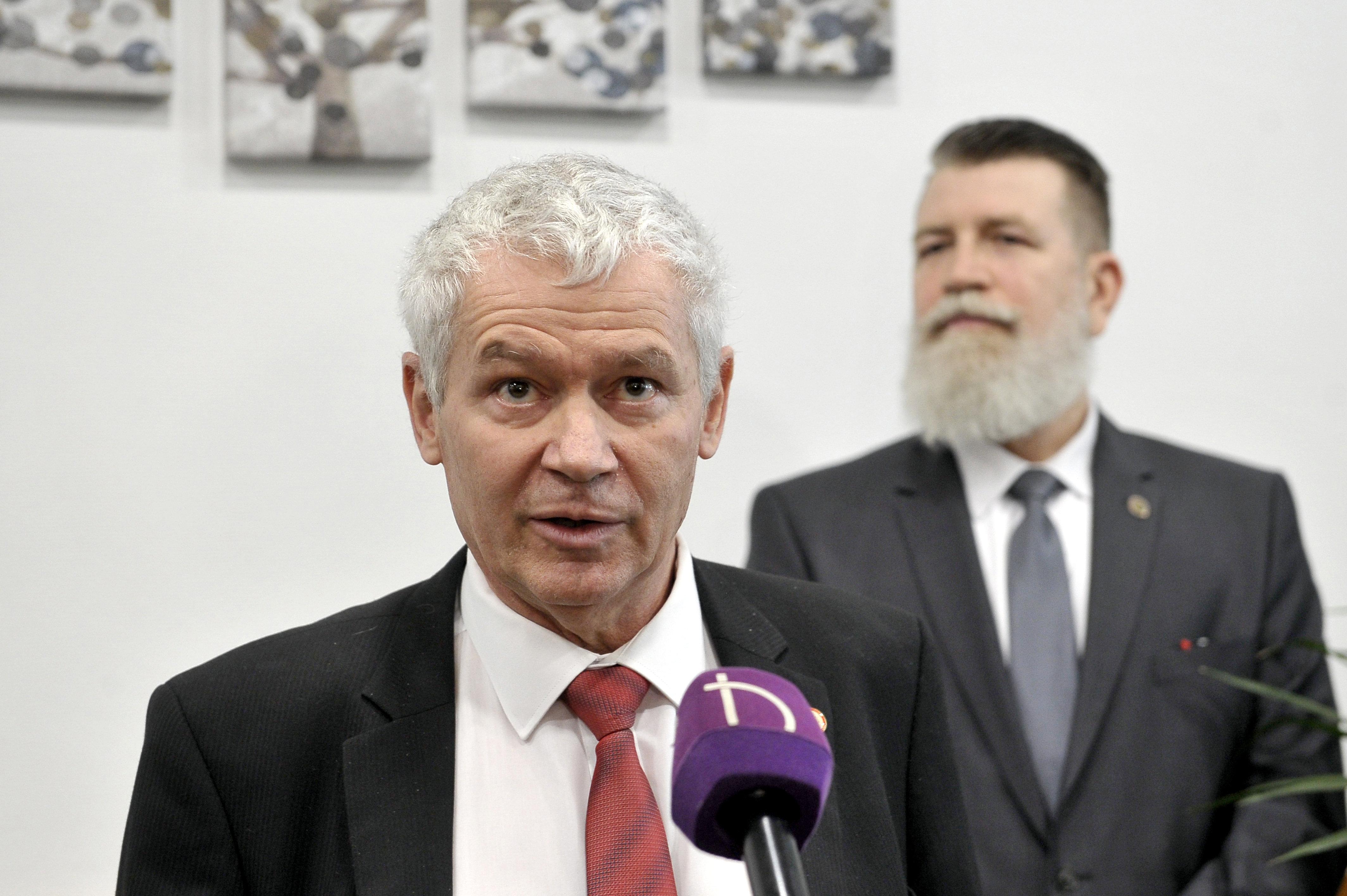 Miért használ kettős mércét az ügyészség a választási jogsértéseknél? - kérdezte Poltot Kocsis-Cake Olivio