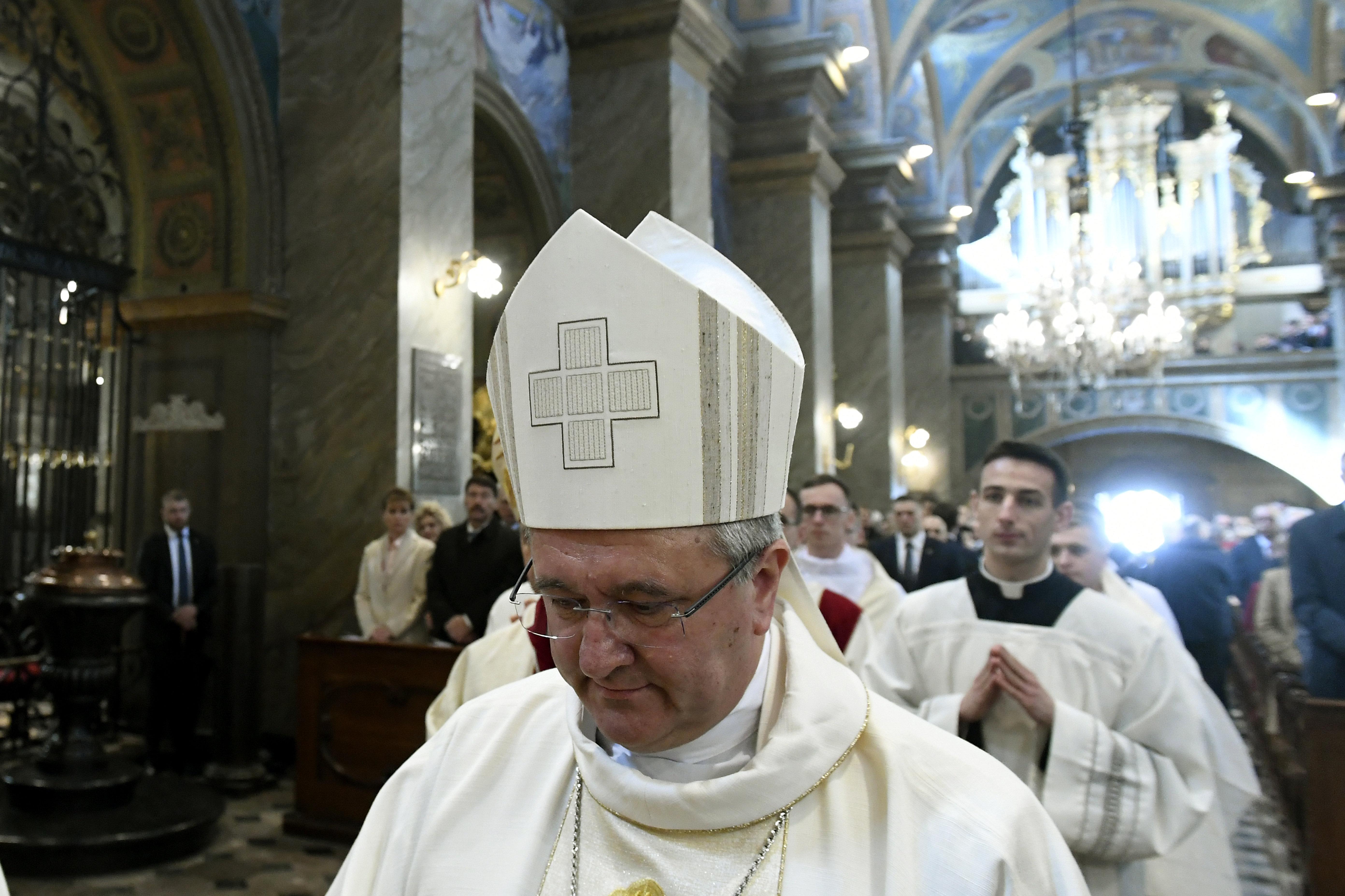 A püspöki kar elnöke szerint a liberalizmus miatt molesztálnak olyan sok gyereket a papok