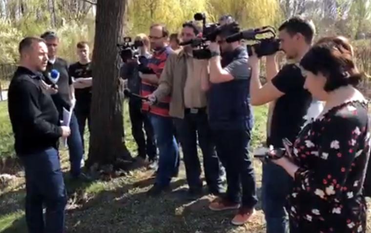 Élőben közvetítette az MSZP-s Ujhelyi István, ahogy végigmutogatja a házát a kormánymédiának
