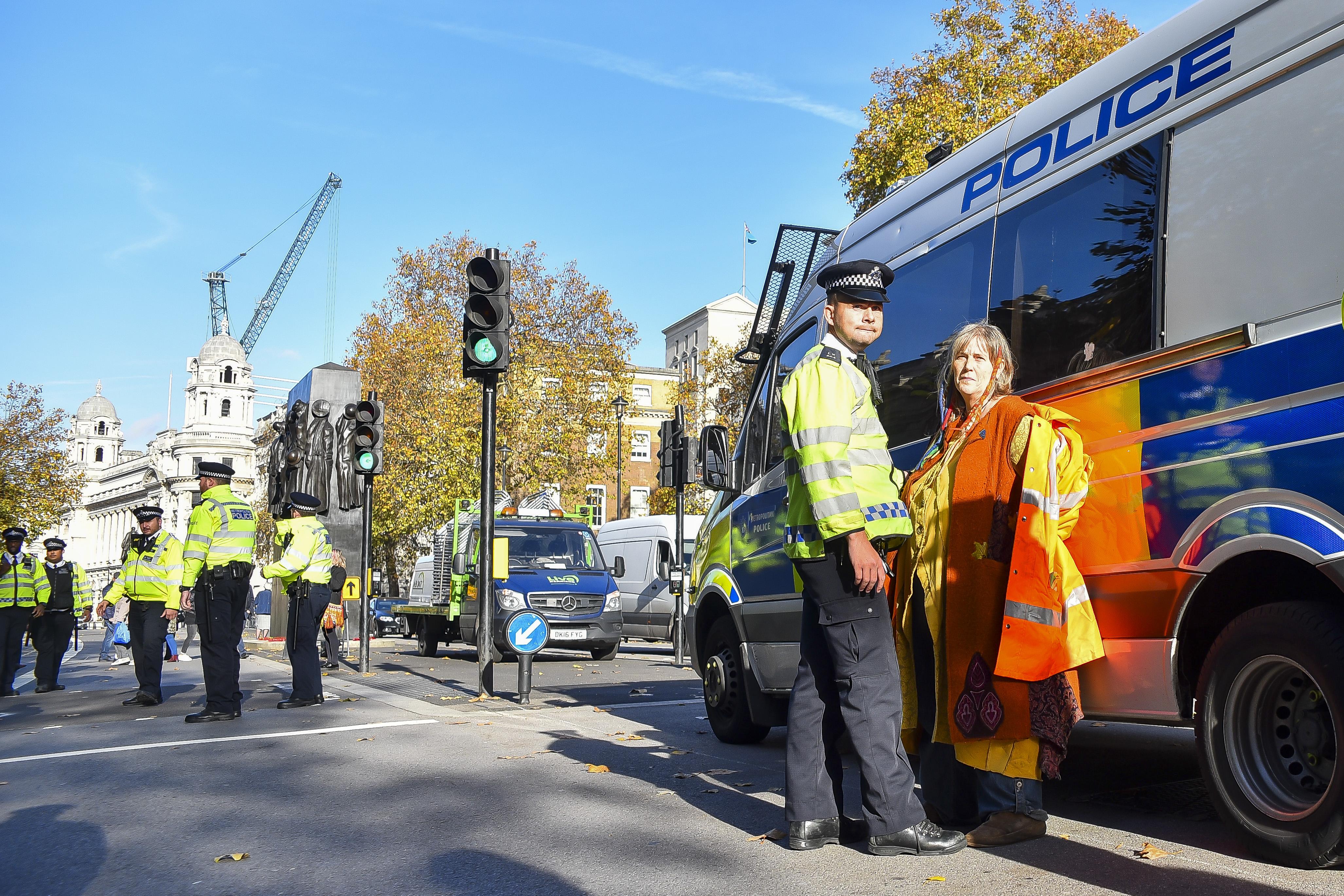Négy különböző helyen négy embert késeltek meg Londonban szombat éjjel