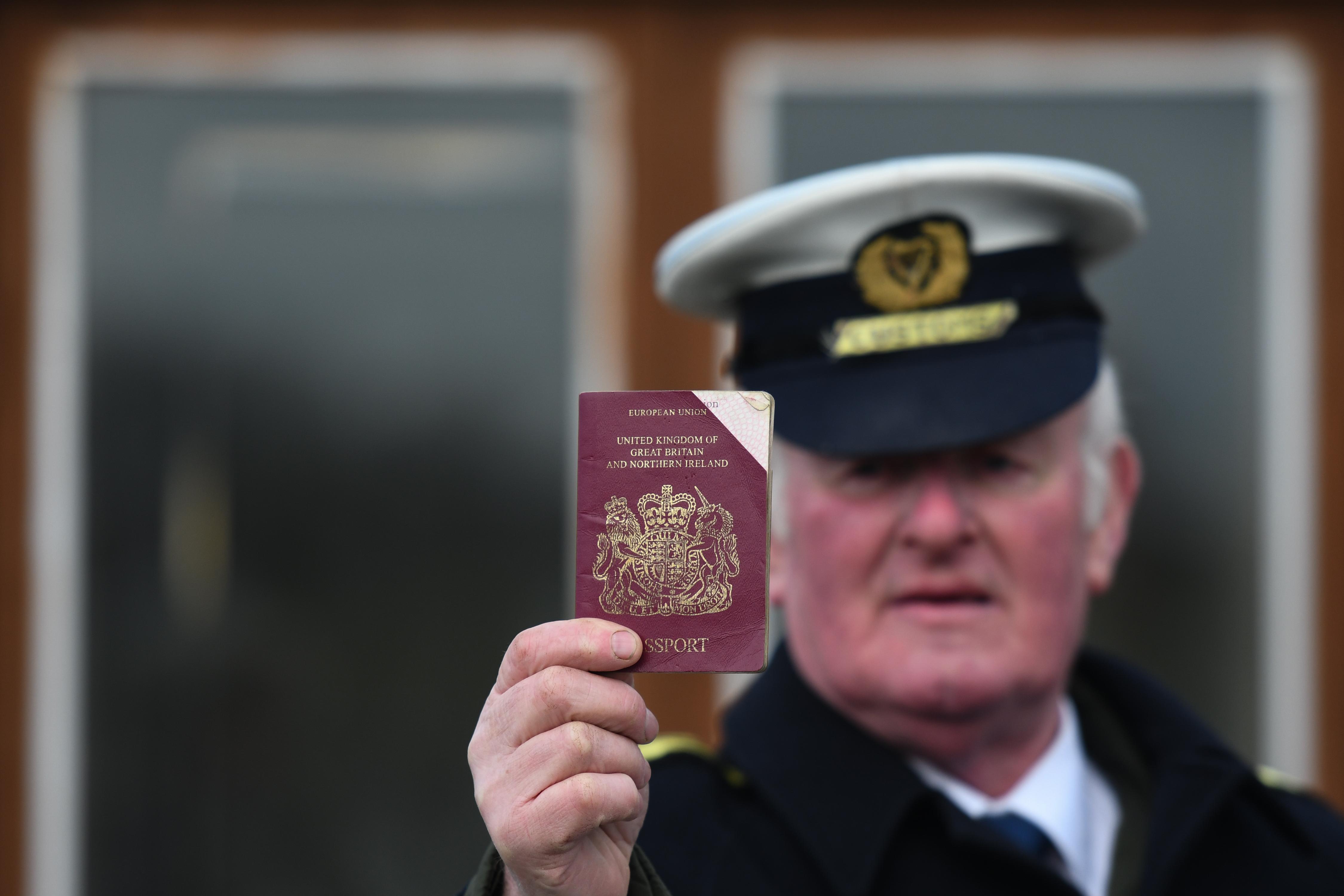 Eltüntették a brit útlevelekről az Európai Unió nevét