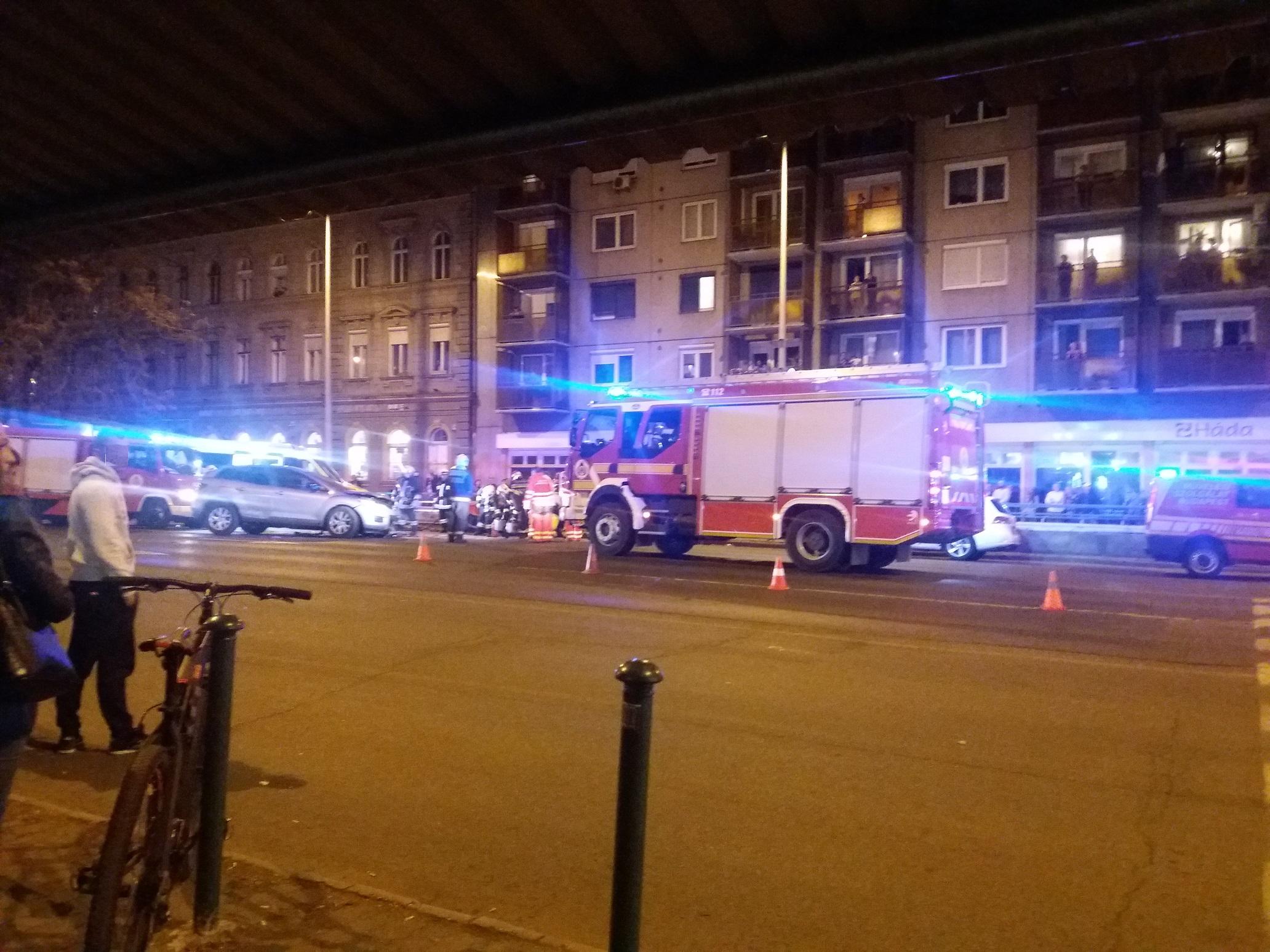 Hat autó ütközött a Váci úton