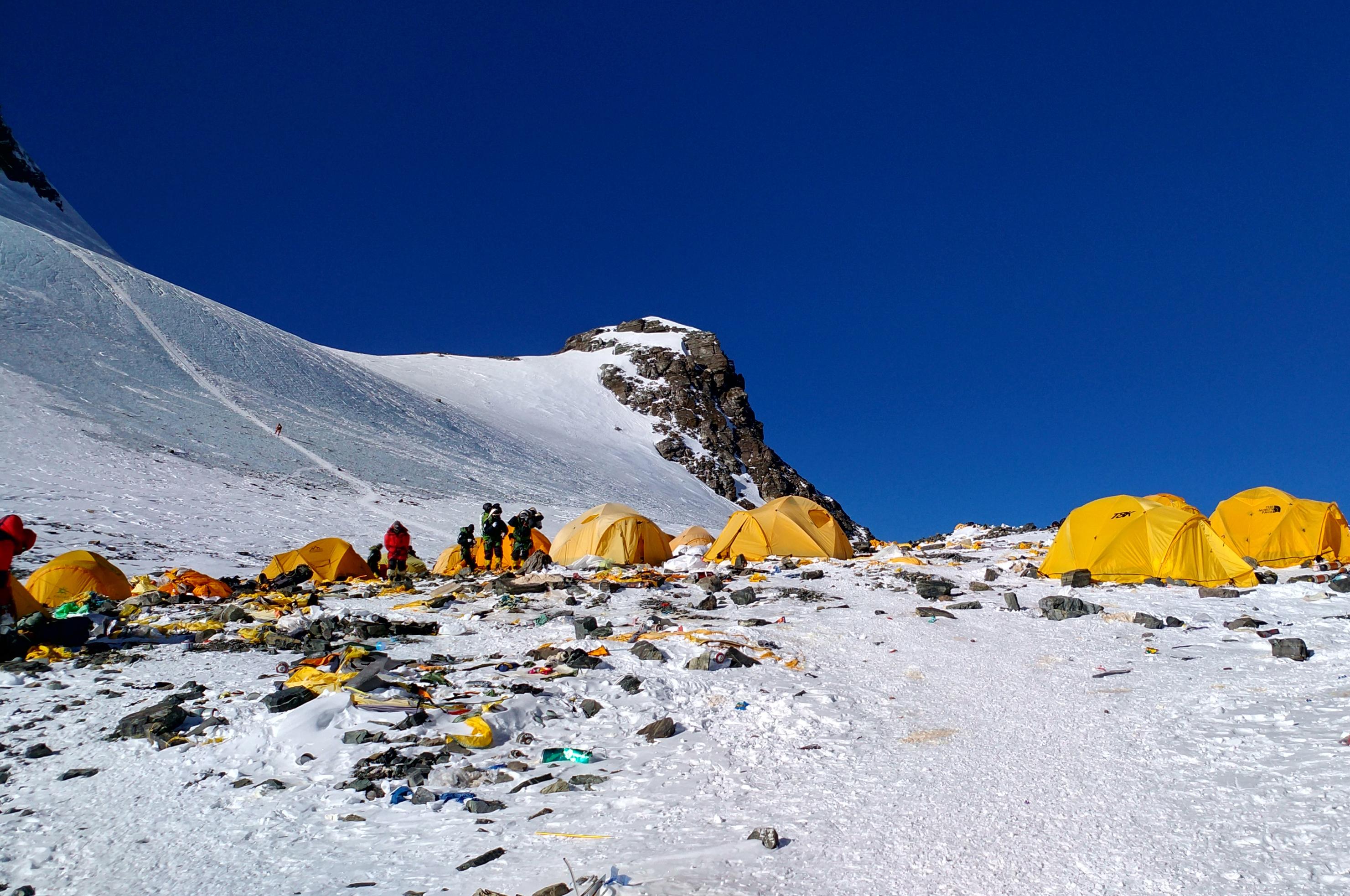 Vécé lesz a Mount Everesten 7000 méteren