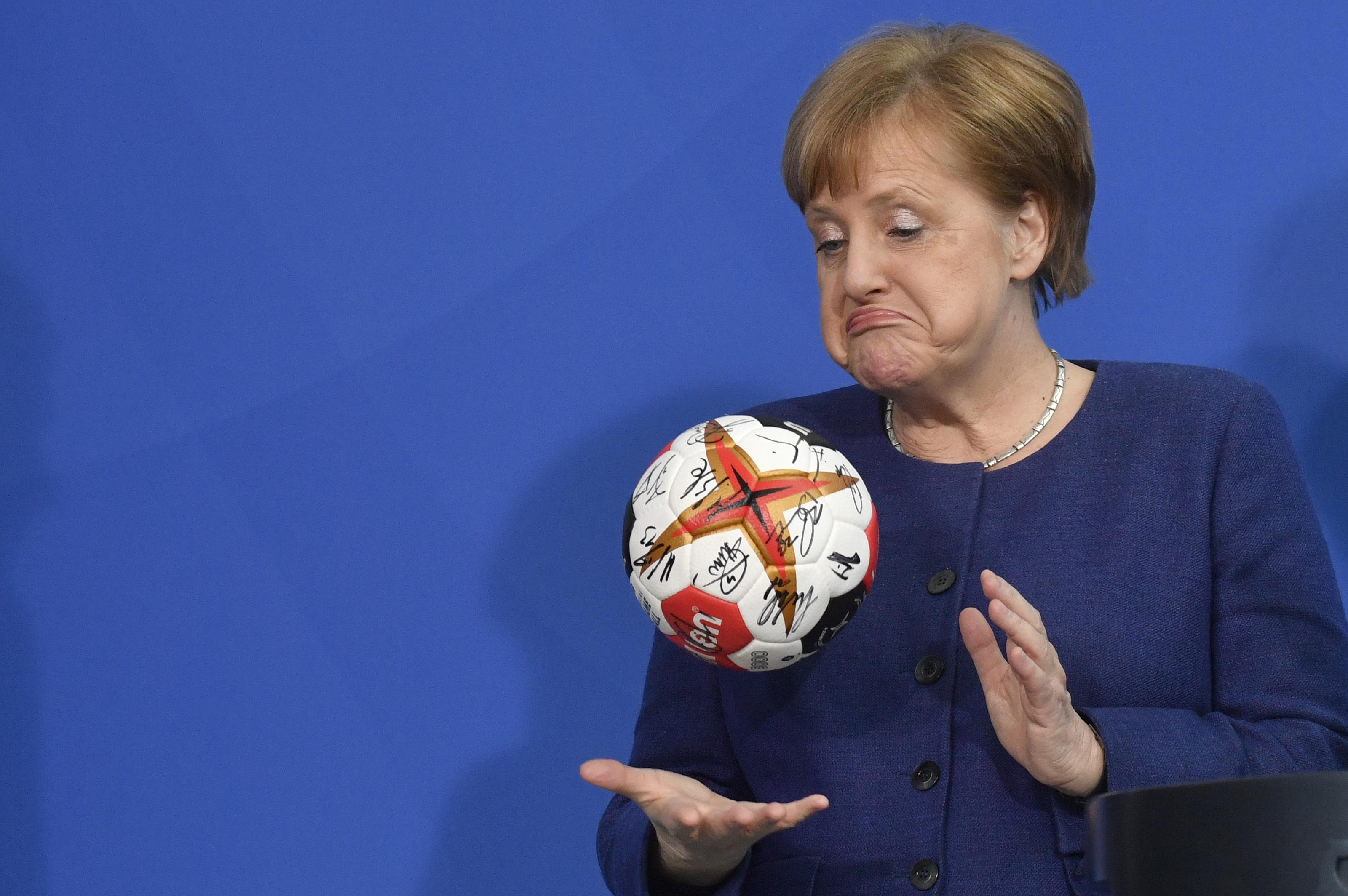 A németek abszolút többsége még 13 év után is elégedett Merkellel