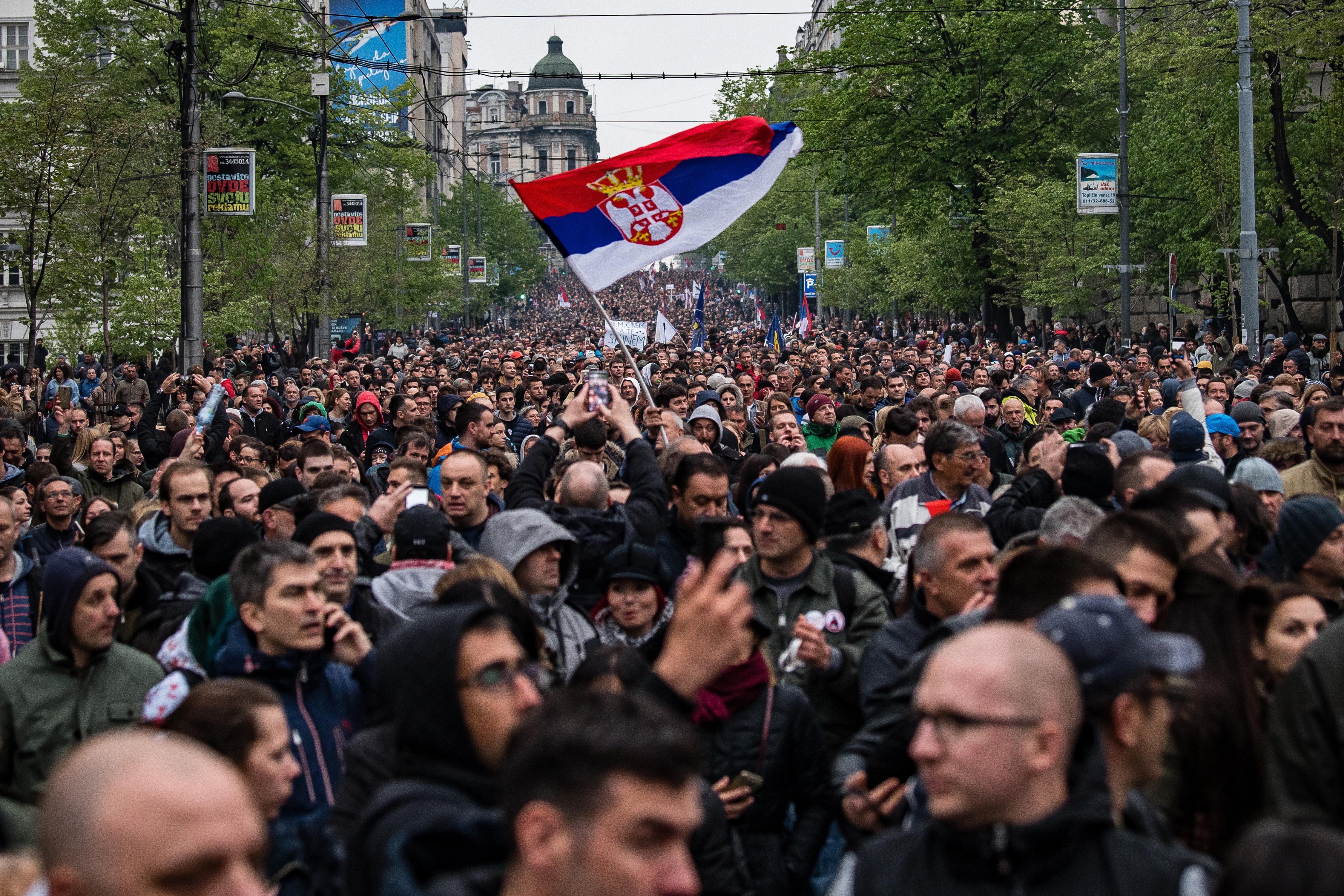 Belgrádban nem álltak le a decemberben kezdődött tüntetések, ma is tízezren mentek az utcára