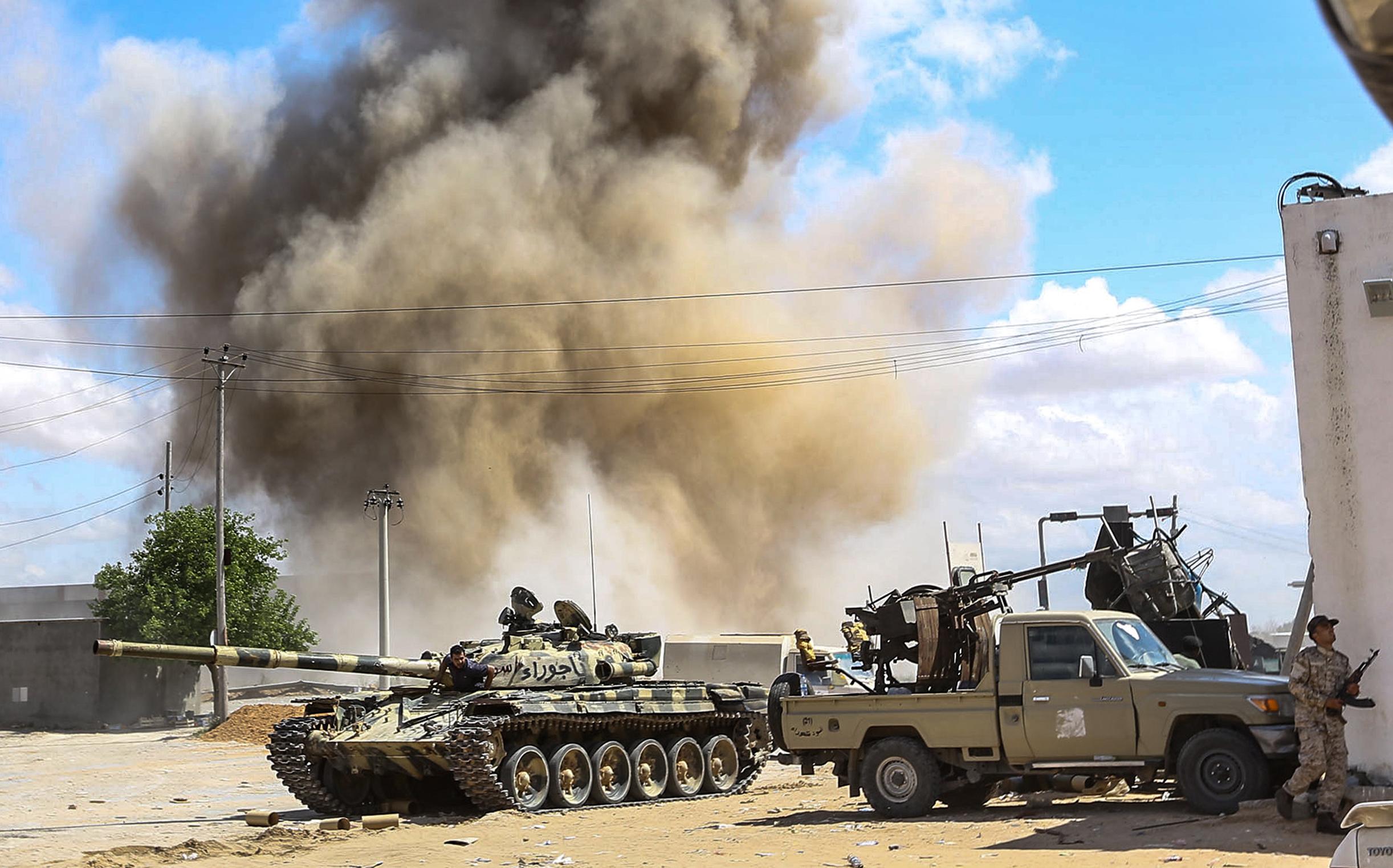 Száznál is több halottja van a Tripoliért folyó harcoknak