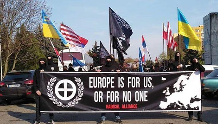 Együtt nácultak Ungváron az ukrán és a magyar szélsőségesek
