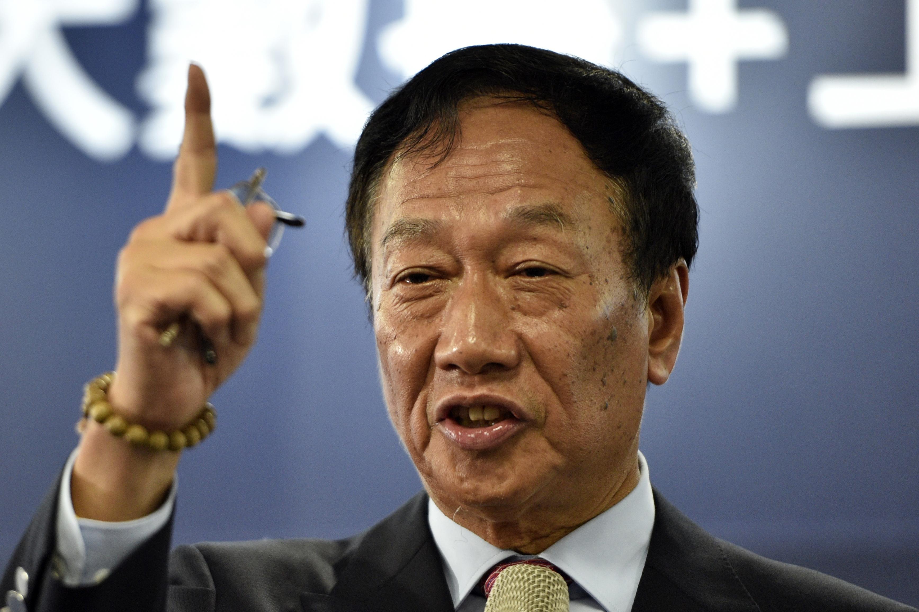 Indul a tajvani elnökválasztáson az ország leggazdagabb embere, a Foxconn elnöke