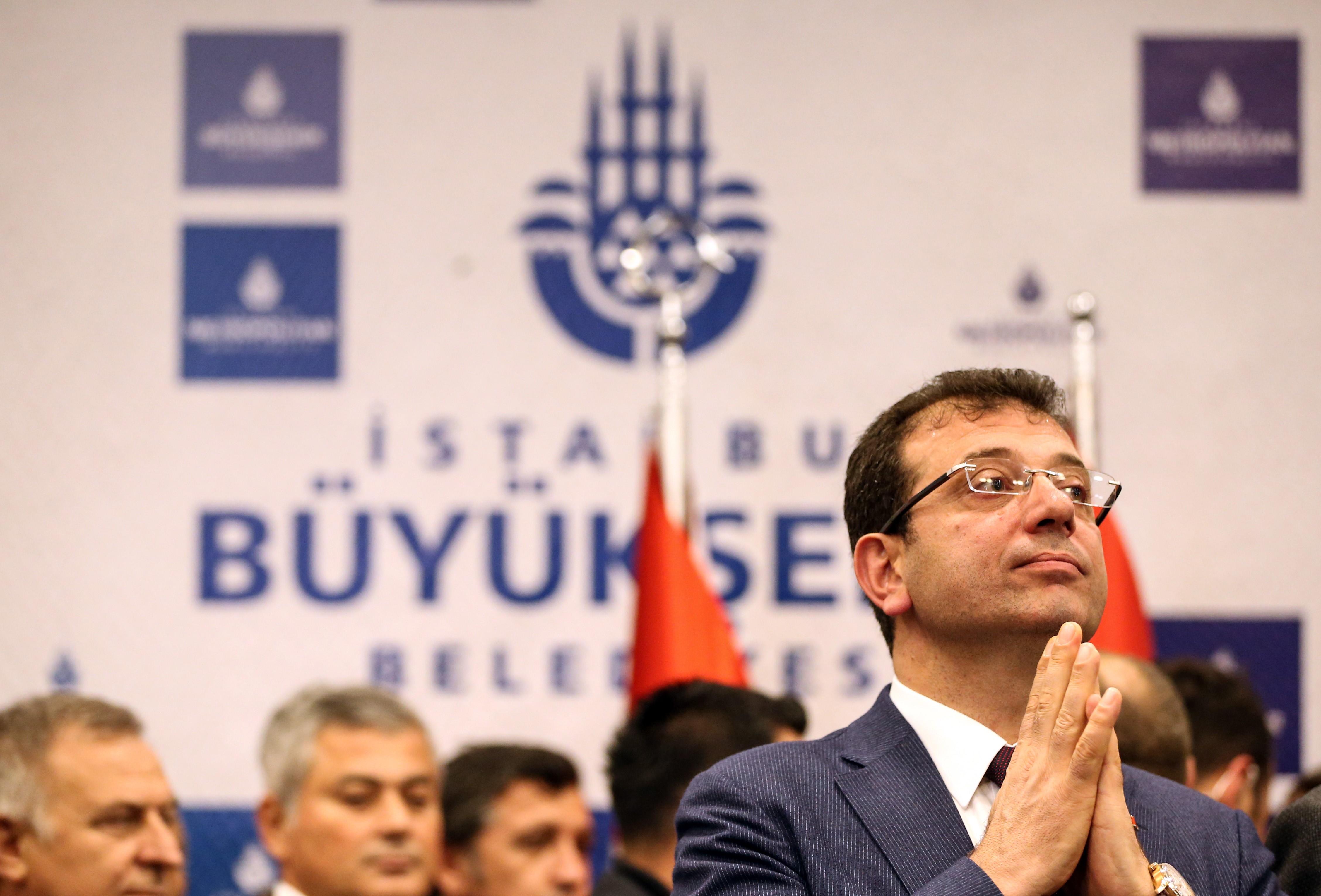 Átvette a megbízását Isztambul ellenzéki főpolgármestere, de Erdoganék még próbálják megfúrni az eredményt
