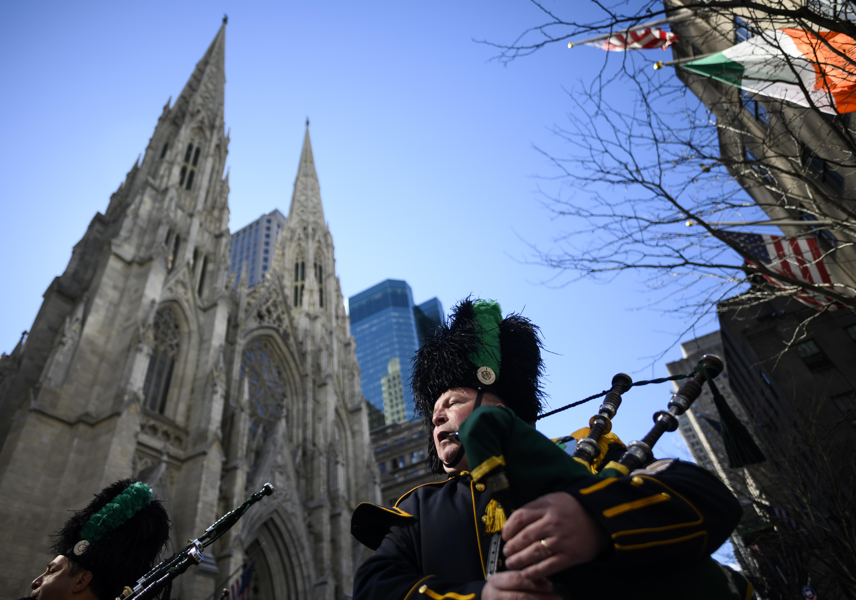 Benzineskannákkal akart bemenni egy férfi a New York-i Szent Patrik katedrálisba